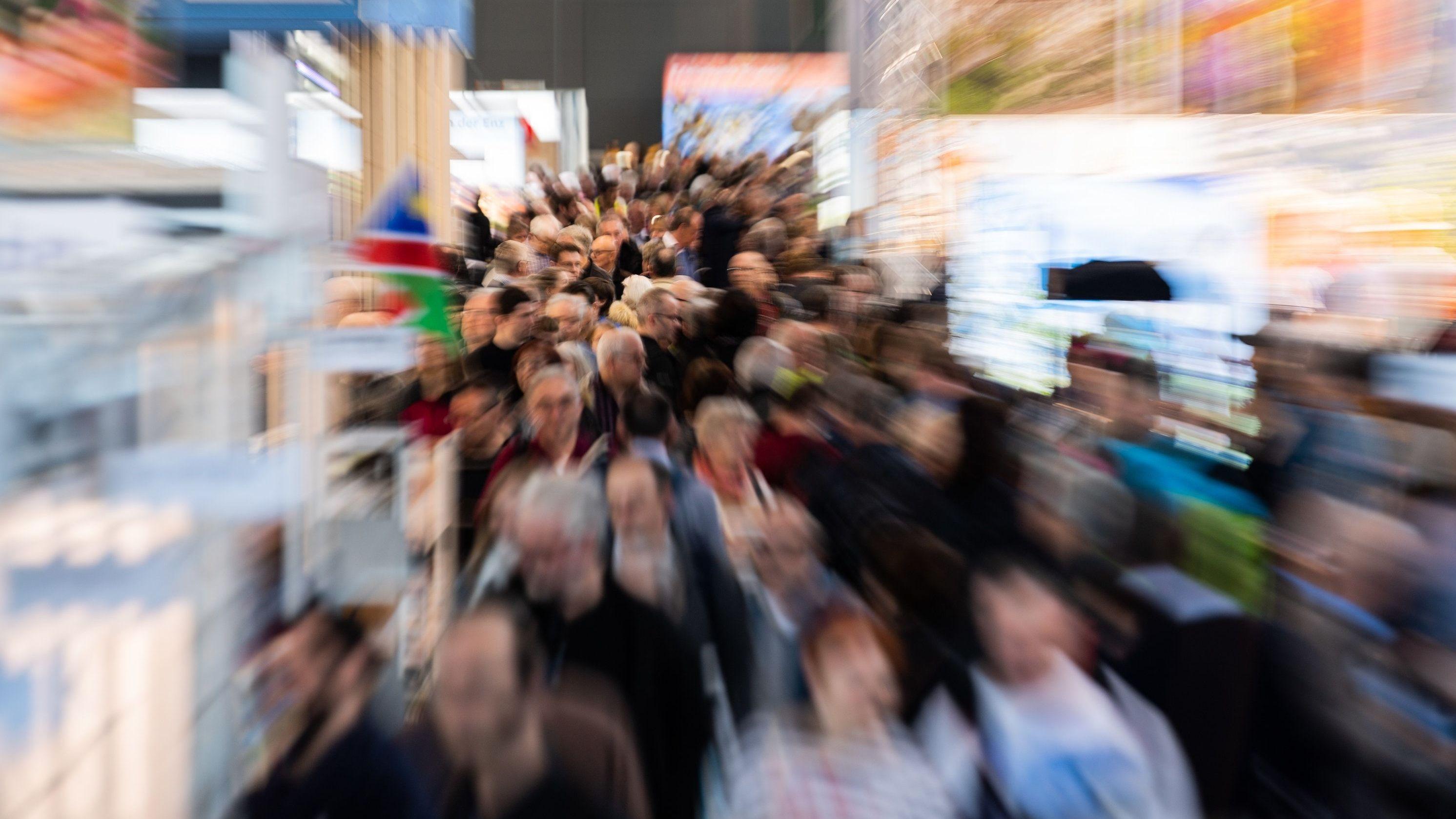 Auf Messen und anderen Großveranstaltungen kommen viele Menschen auf engem Raum zusammen.