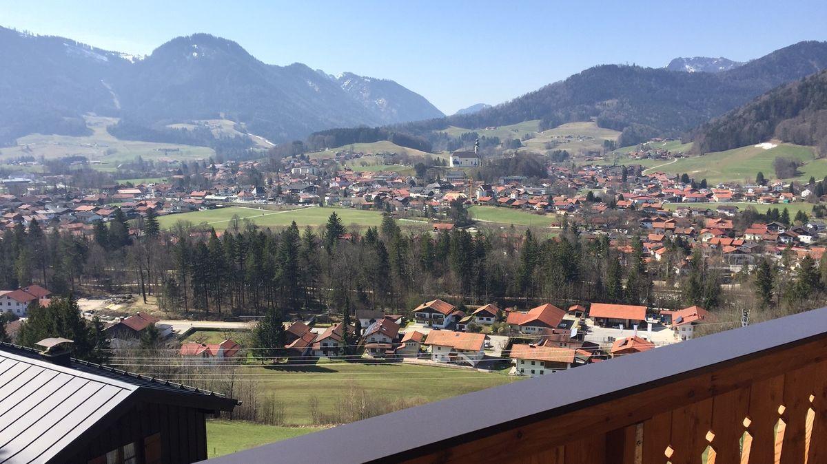 Blick vom Balkon einer Ferienwohnung in Ruhpolding