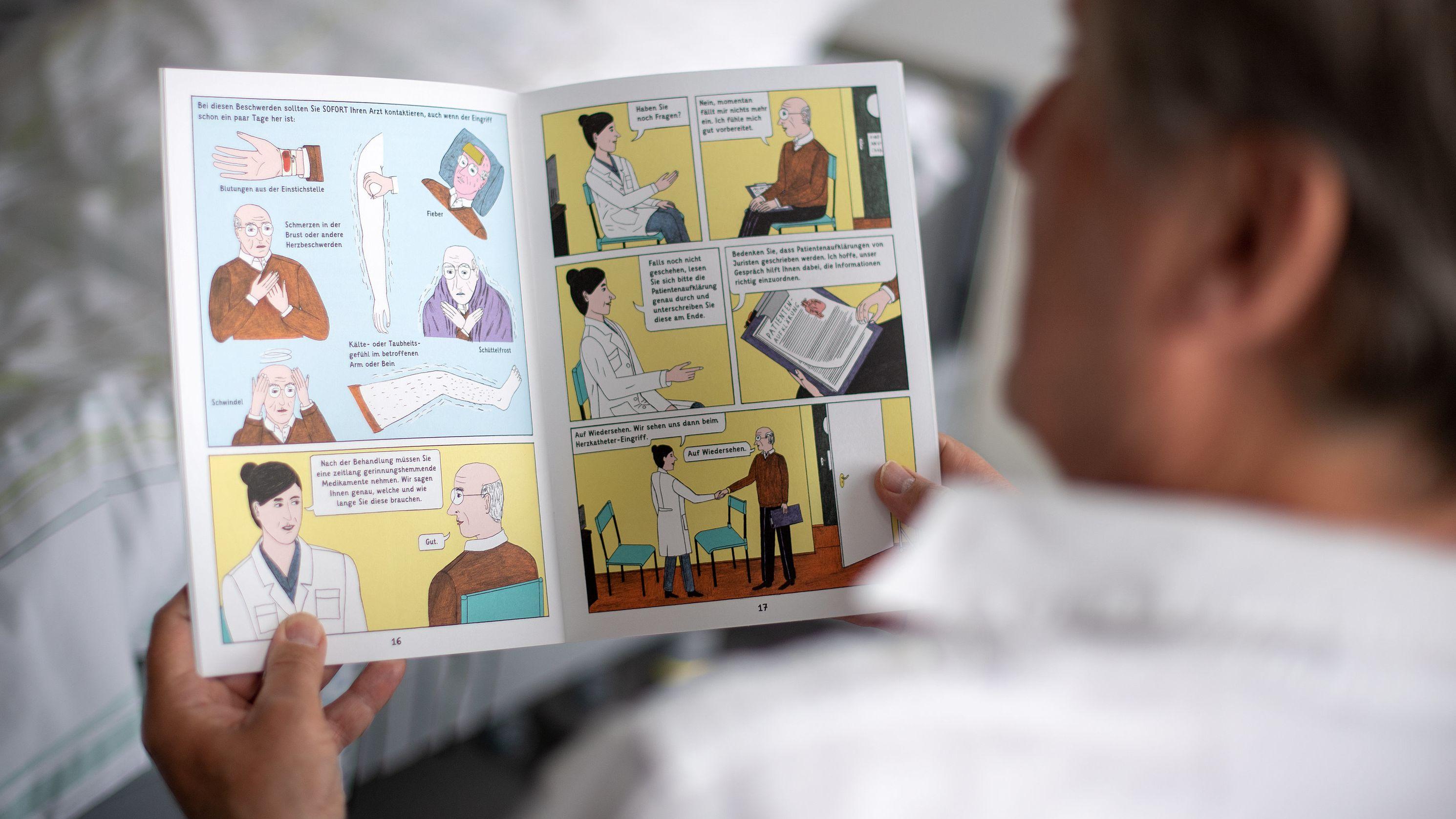 Mann liest Comic über medizinischen Eingriff