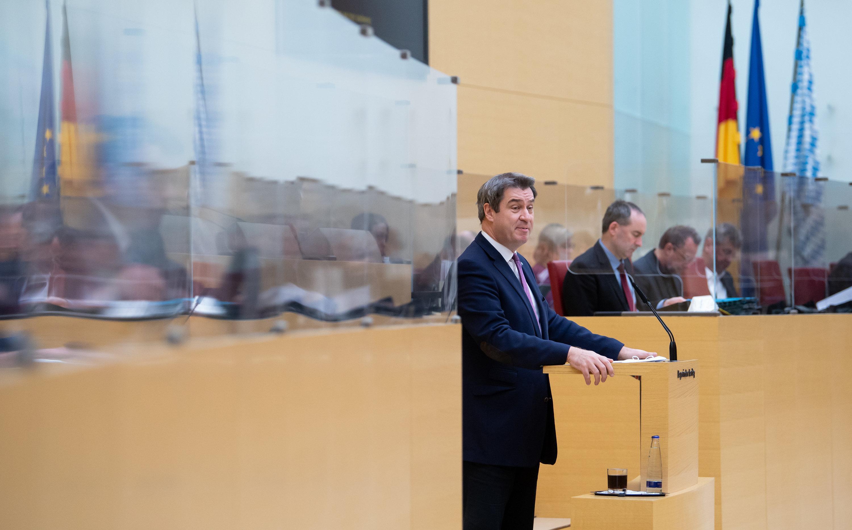 08.01.2021, Bayern, München: Markus Söder (CSU), Ministerpräsident von Bayern, gibt im bayerischen Landtag während einer Sondersitzung eine Regierungserklärung.