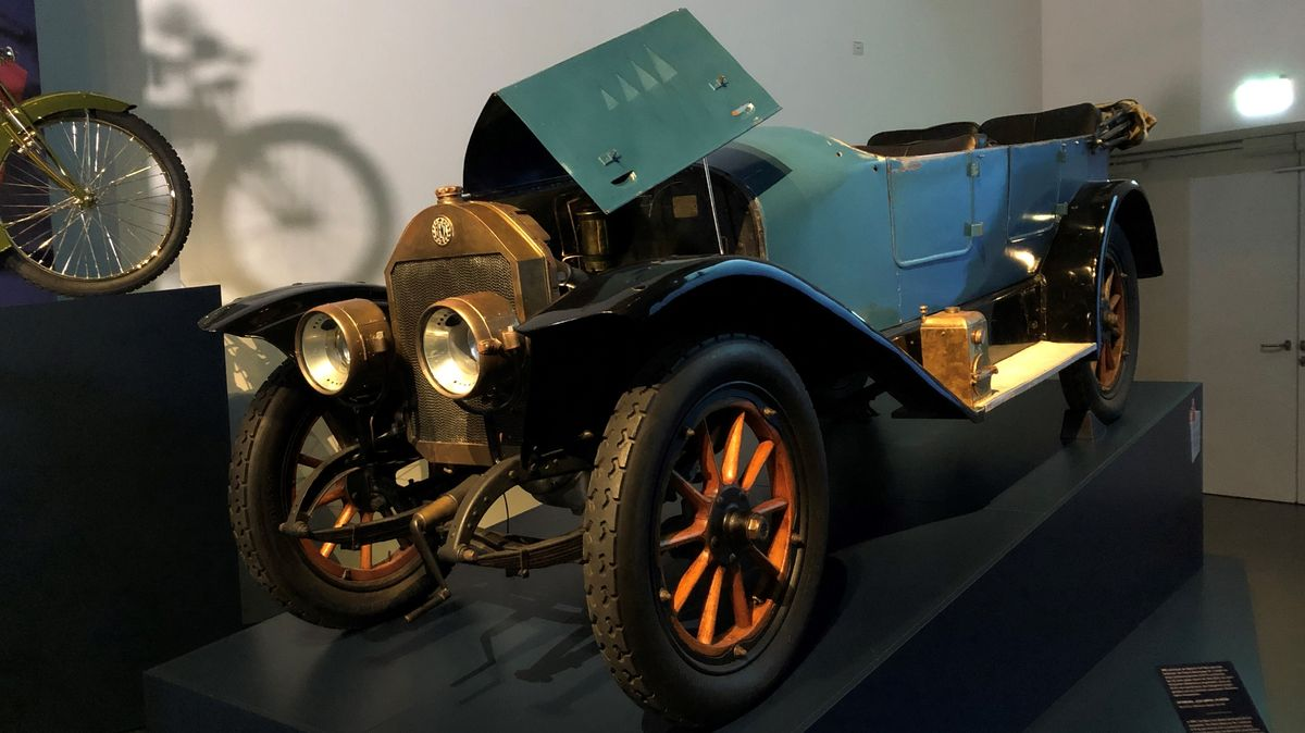 """Bote einer neuen Zeit. Der zwischen 1912 und 1921 gebaute """"Benz Doppel Phaeton"""" schaffte bereits über 60 Kilometer pro Stunde."""
