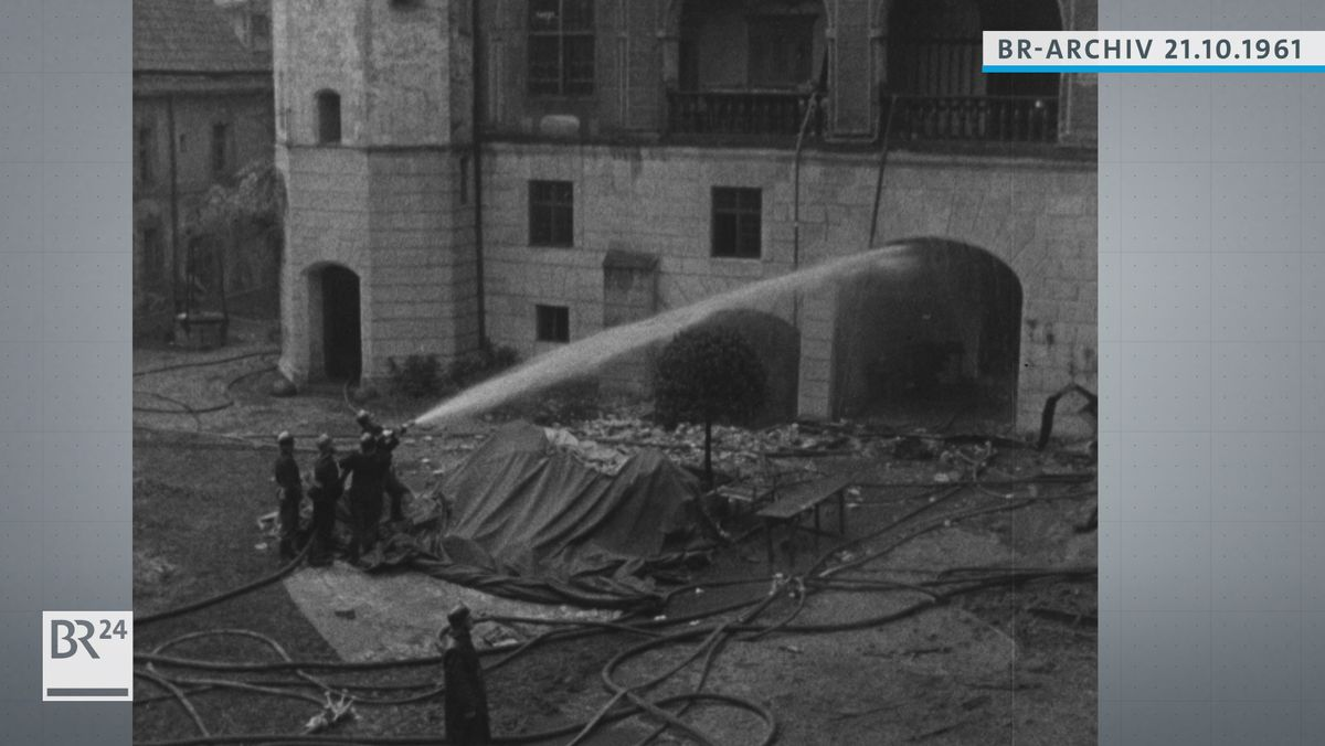 Feuerwehr beim Löschen der Burg Trausnitz
