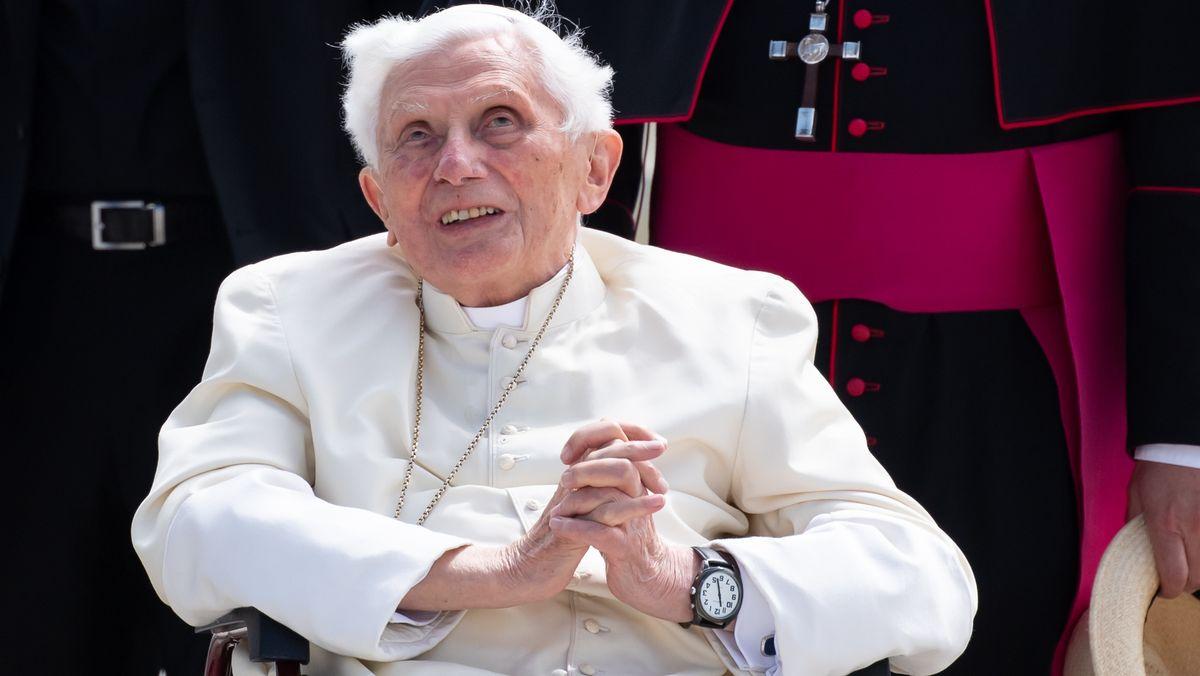 Der emeritierte Papst Benedikt XVI. besuchte im Jahr 2020 seinen kranken Bruder Georg Ratzinger in Regensburg.