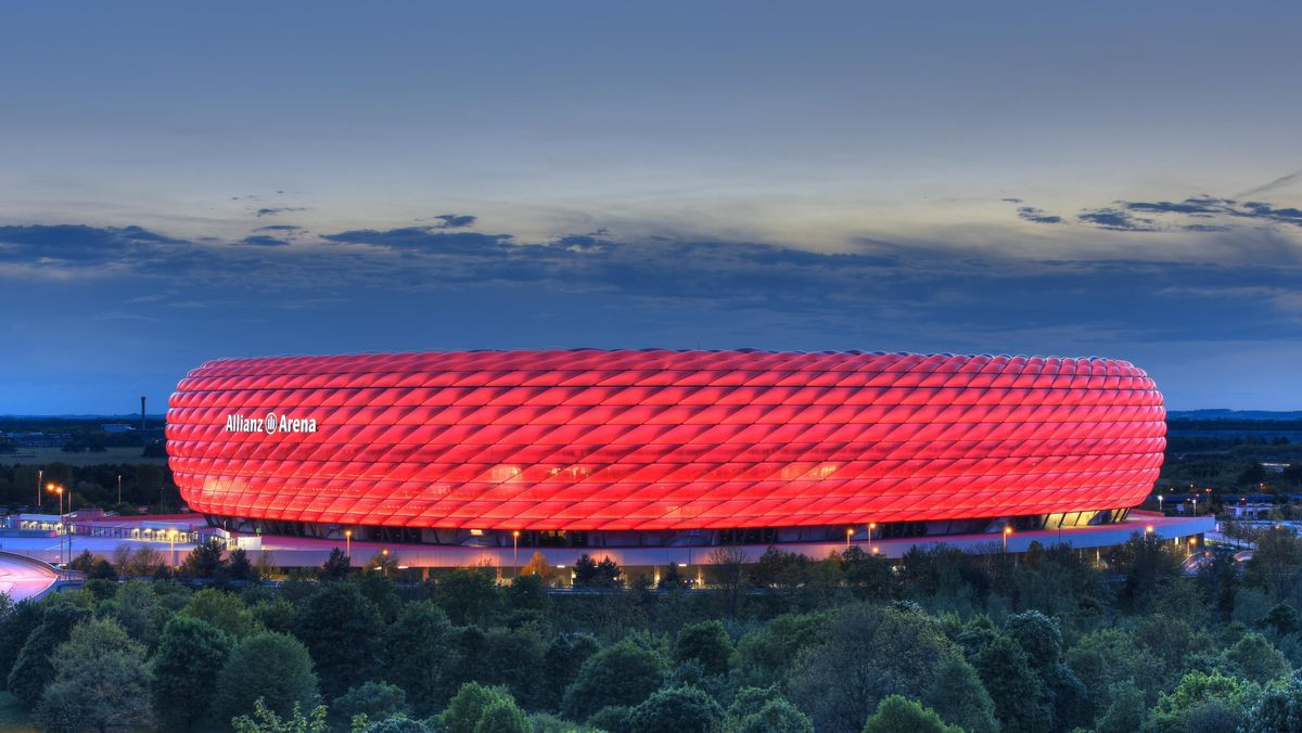 Die Münchner Arena am Abend