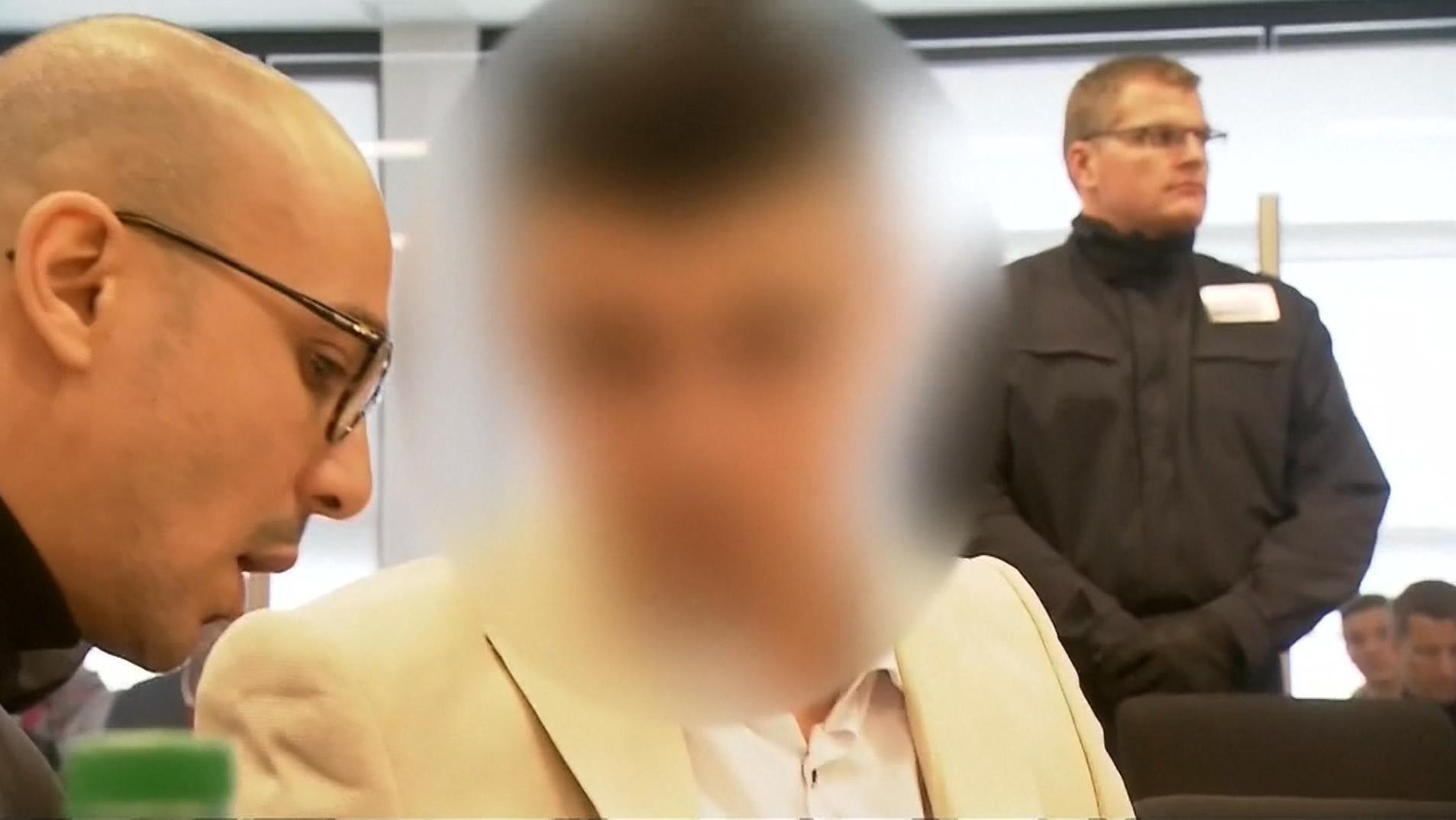 Knapp sieben Monate nach der tödlichen Messerattacke auf einen Deutsch-Kubaner in Chemnitz hat der Prozess begonnen.