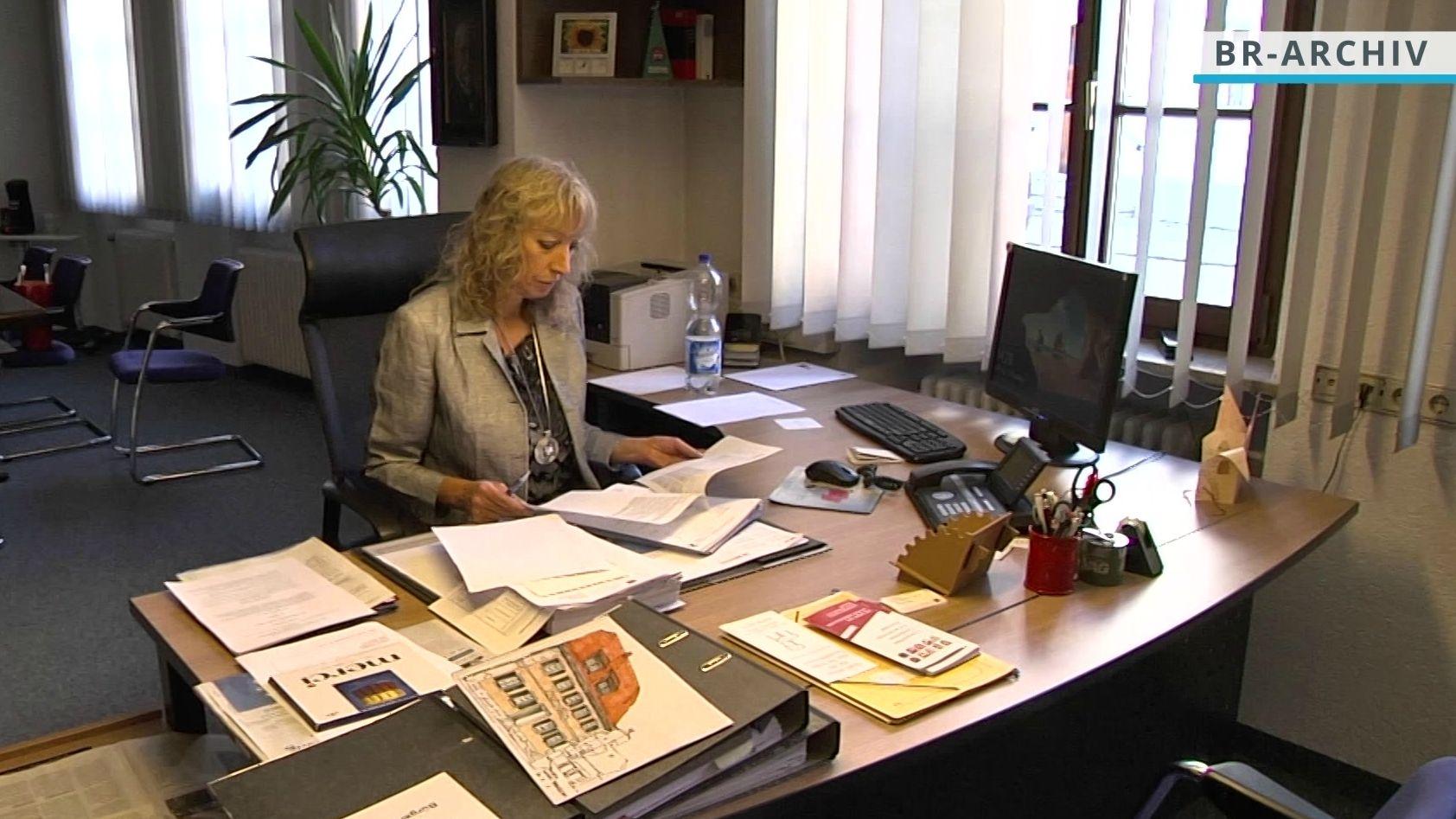 Die Staatsanwaltschaft Ansbach ermittelt gegen Bürgermeisterin Sandra Bonnemeier. Es steht der Verdacht der Untreue im Raum.