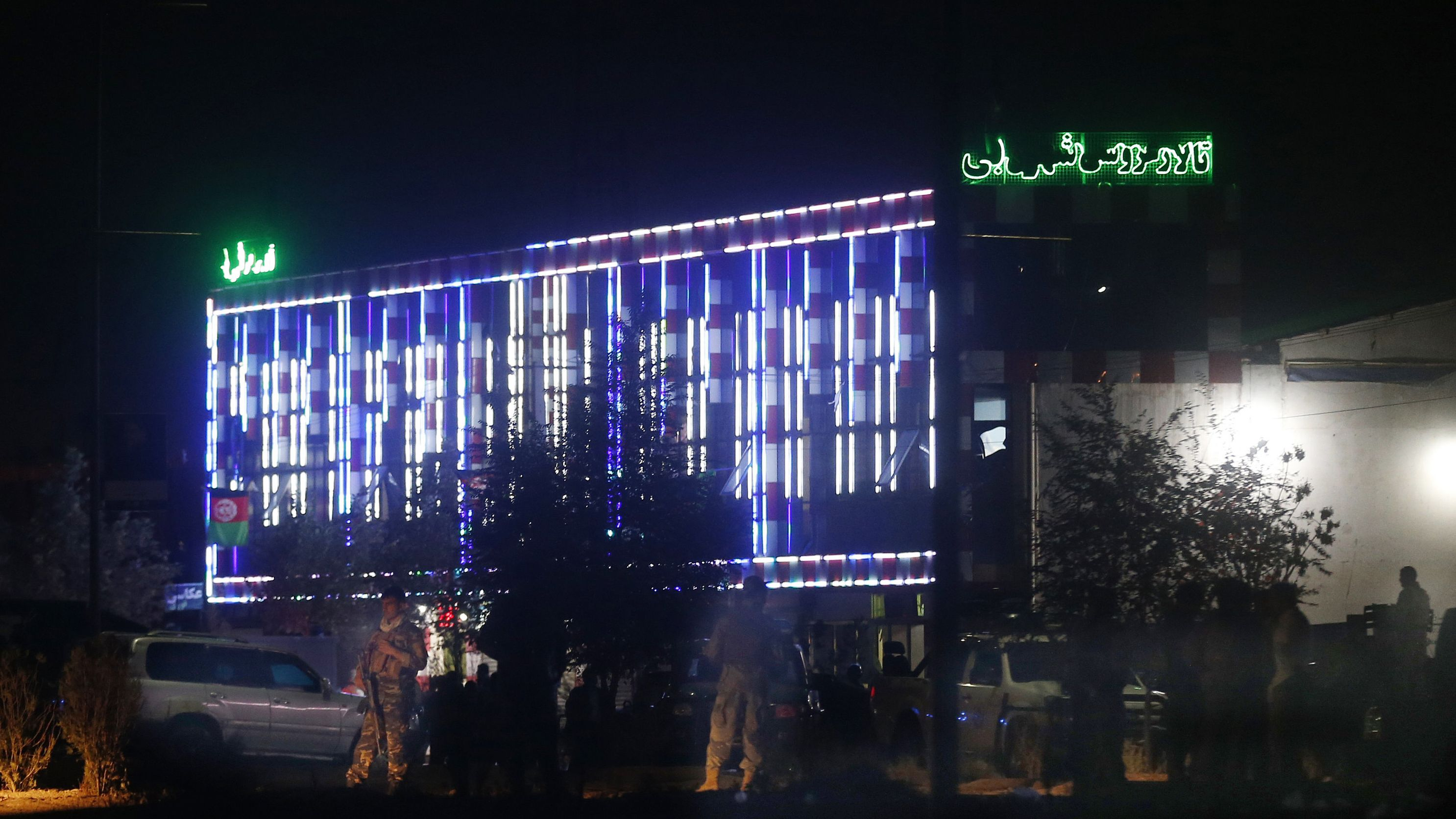 In der afghanischen Hauptstadt Kabul ist es am späten Samstagabend zu einer schweren Explosion gekommen, bei der mindestens 63 Menschen starben.