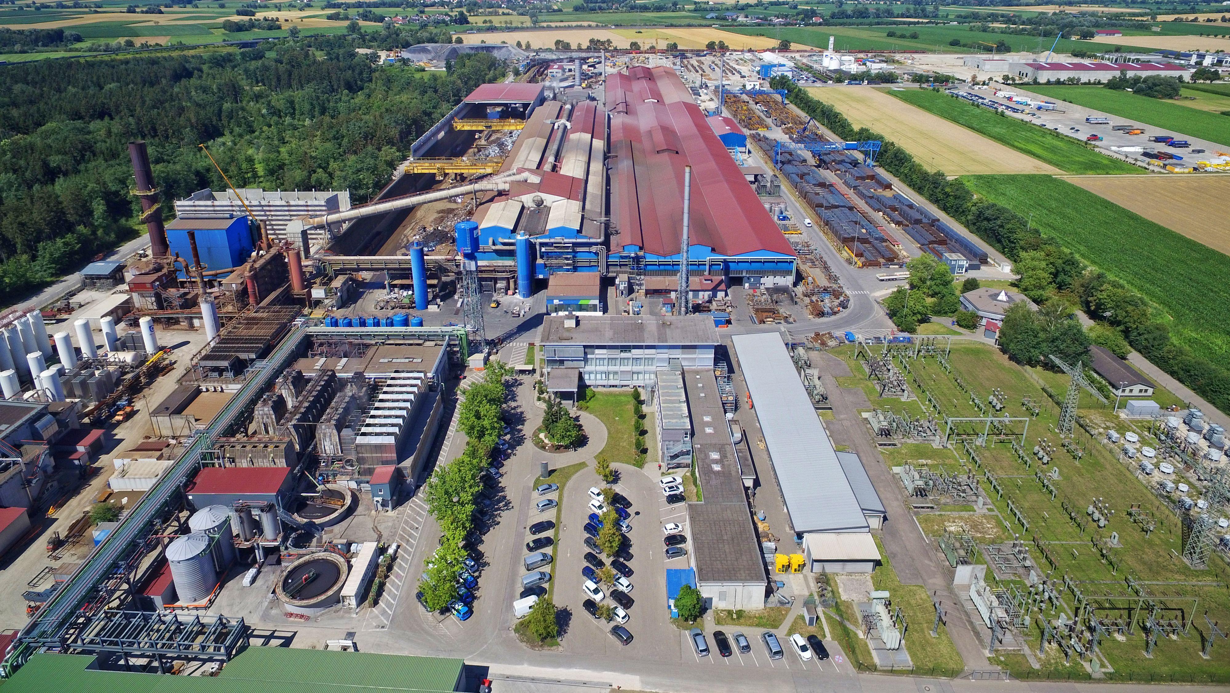 Luftaufnahme der Lech-Stahlwerke bei Herbertshofen