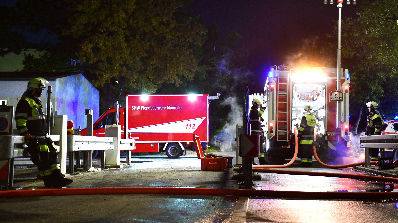 Löscharbeiten auf dem BMW-Gelände in München