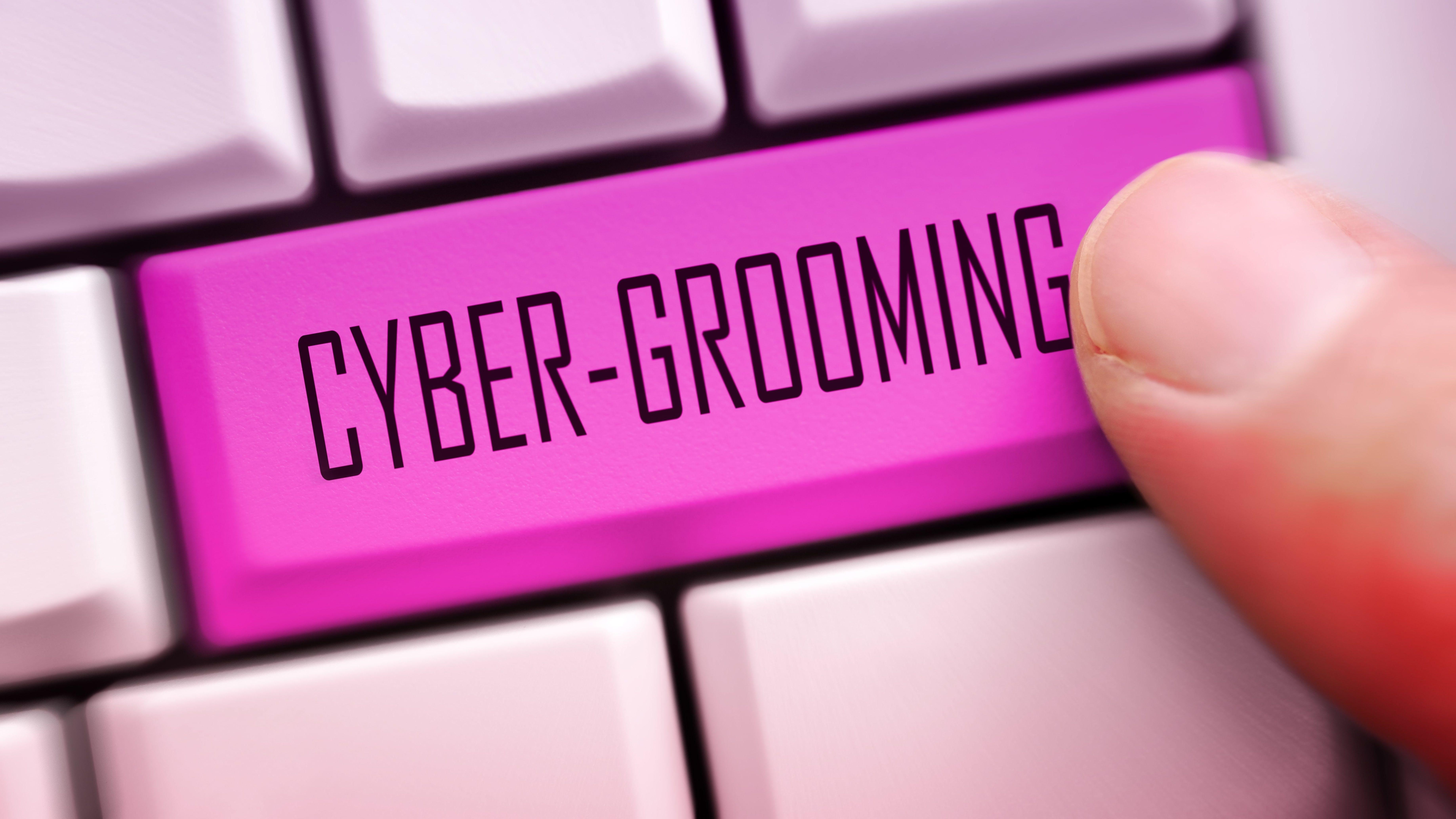 """Eine Computertastatur mit dem Schriftzug """"Cyber-Grooming"""""""