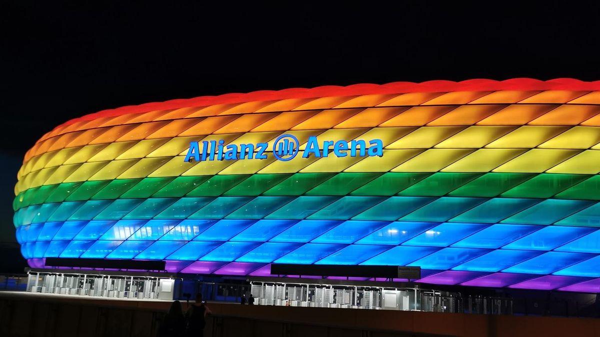 Münchner Arena leuchtet zum CSD in Regenbogenfarben