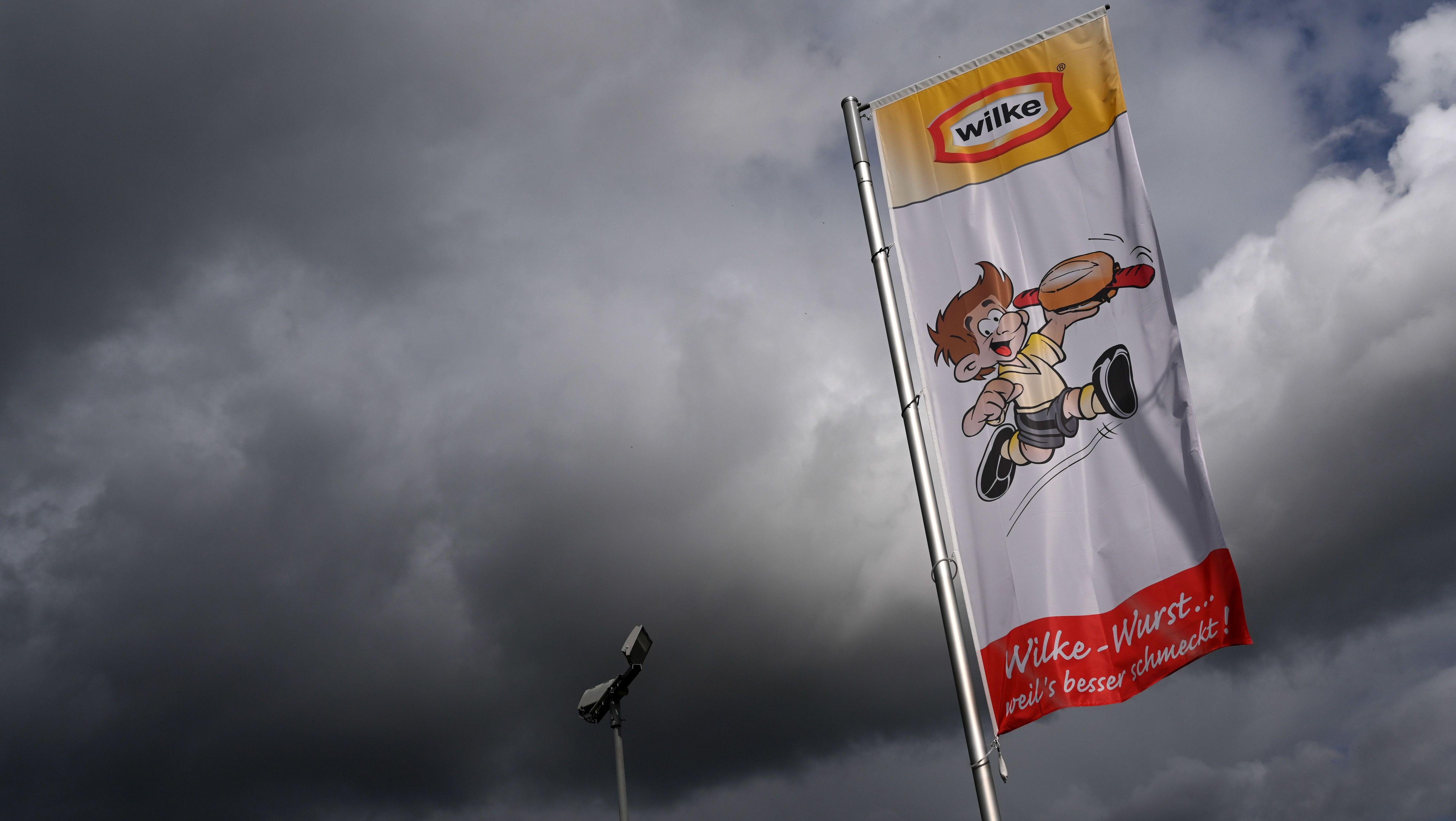 Werbefahne des Fleischherstellers Wilke Wurstwaren