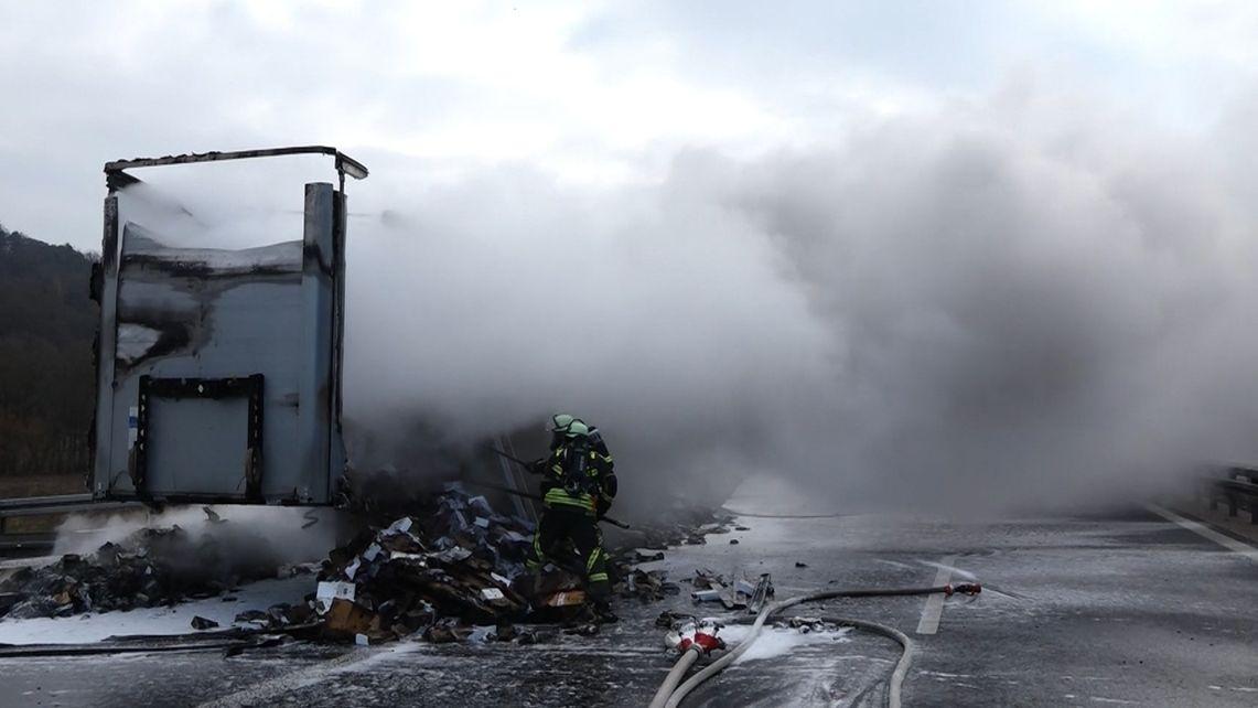 Brennender Lkw auf der A3 bei Altdorf