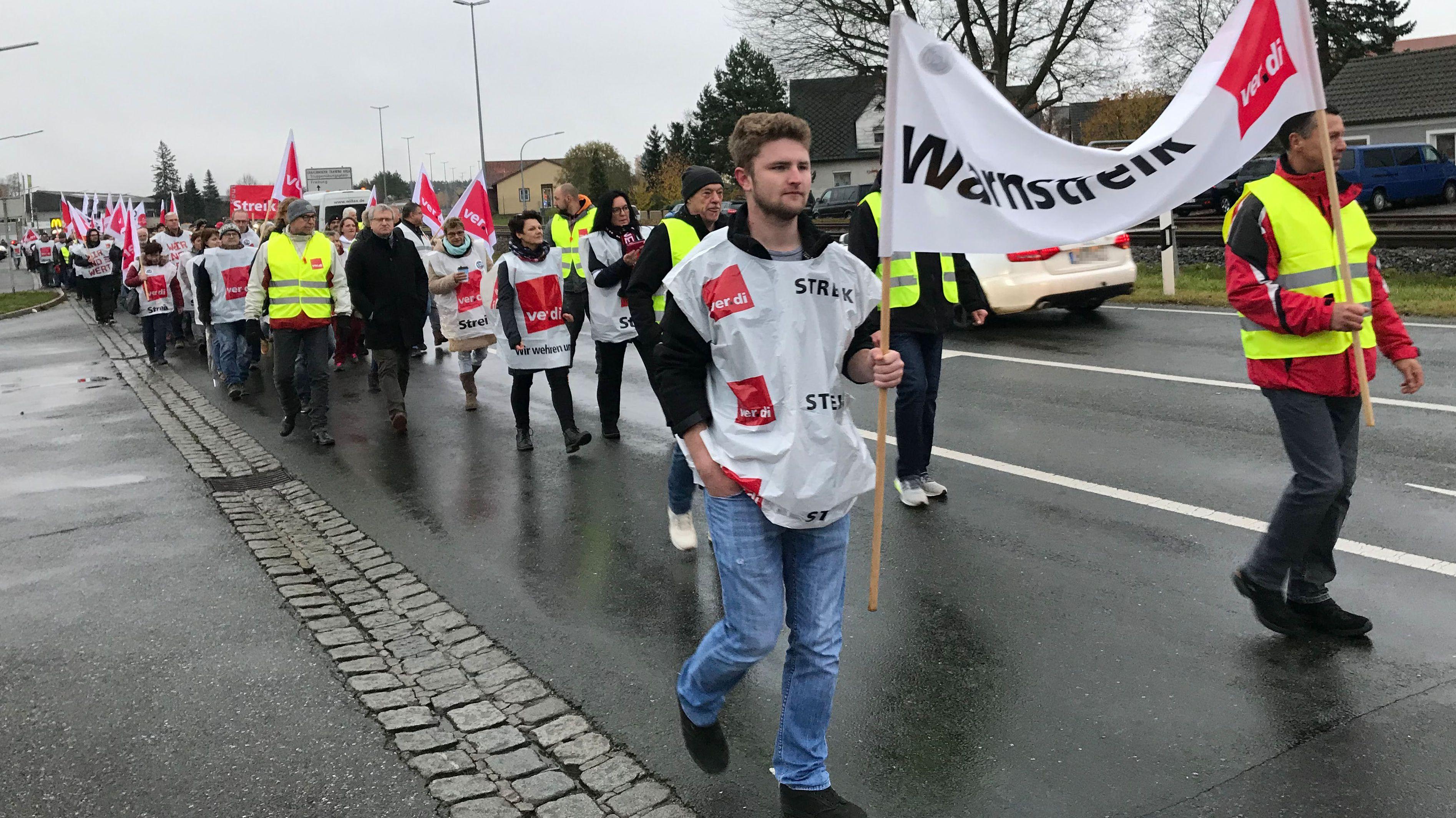 Zahlreiche Zivilbeschäftigte der US-Armee sind dem Warnstreik-Aufruf der Gewerkschaft Verdi gefolgt.