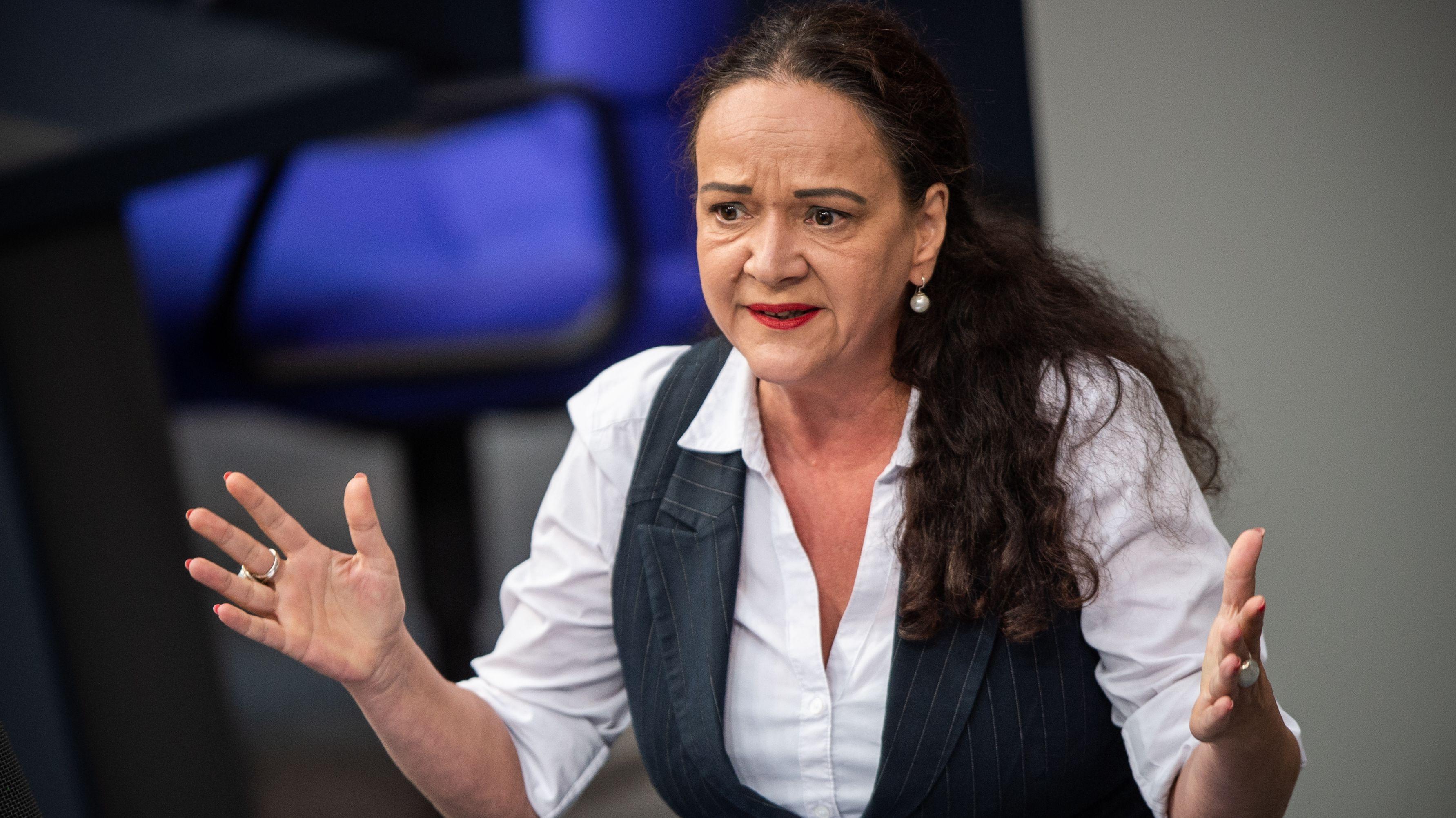 Linken-Abgeordnete Simone Barrientos im Bundestag umgekippt
