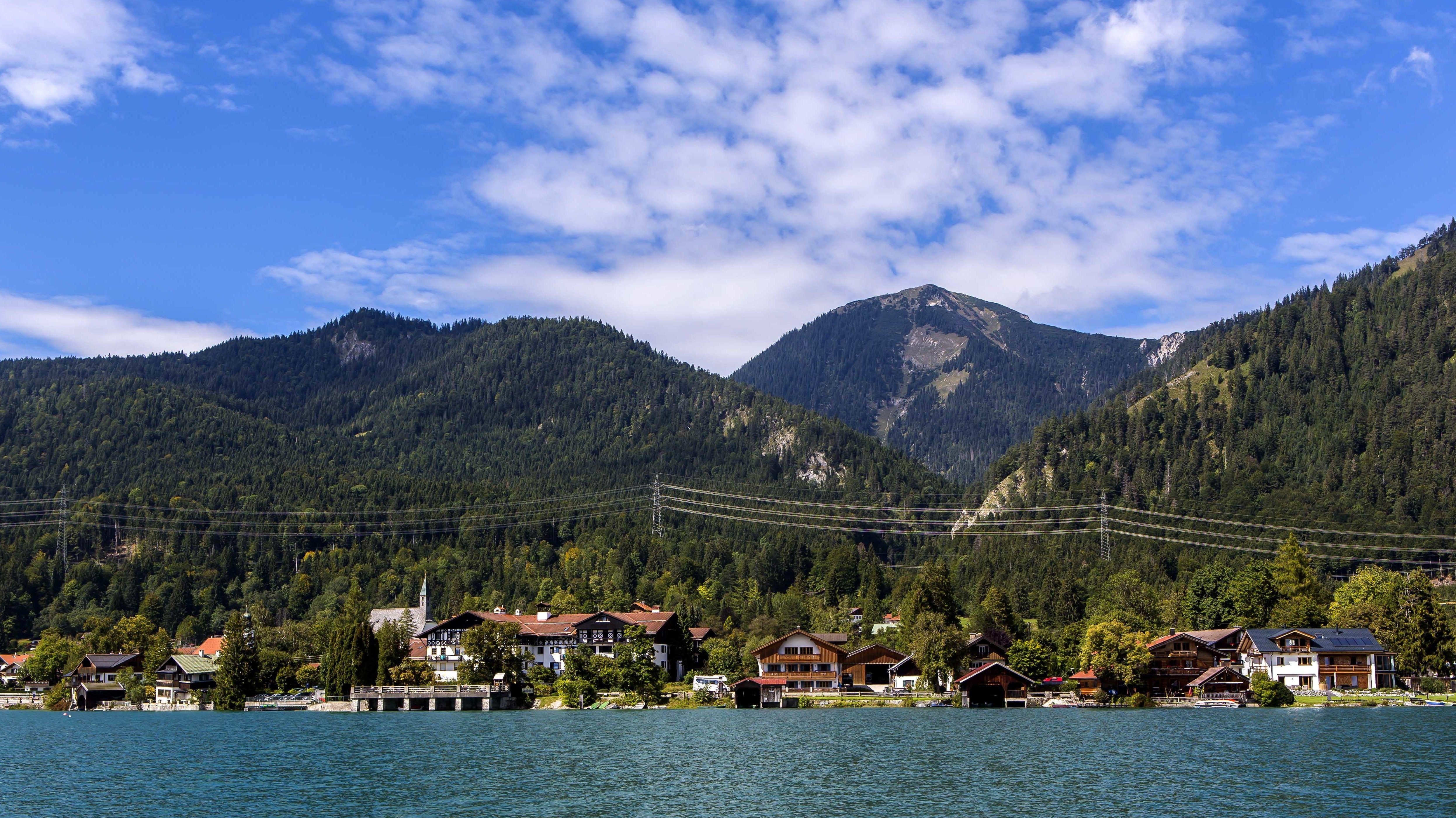Der Luftkurort Walchensee ist ein Pfarrdorf in Oberbayern und Ortsteil der Gemeinde Kochel am See im Landkreis Bad Tölz-Wolfratshausen.