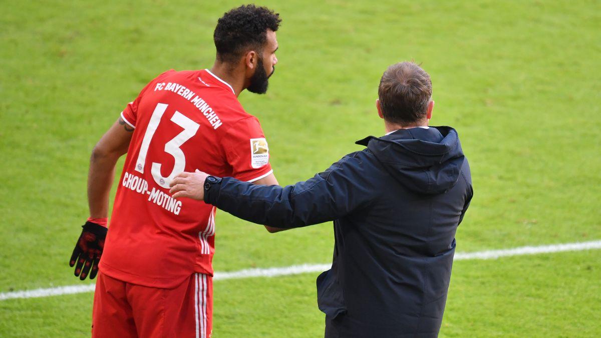 Eric Maxim Choupo-Moting und Bayerntrainer Hansi Flick