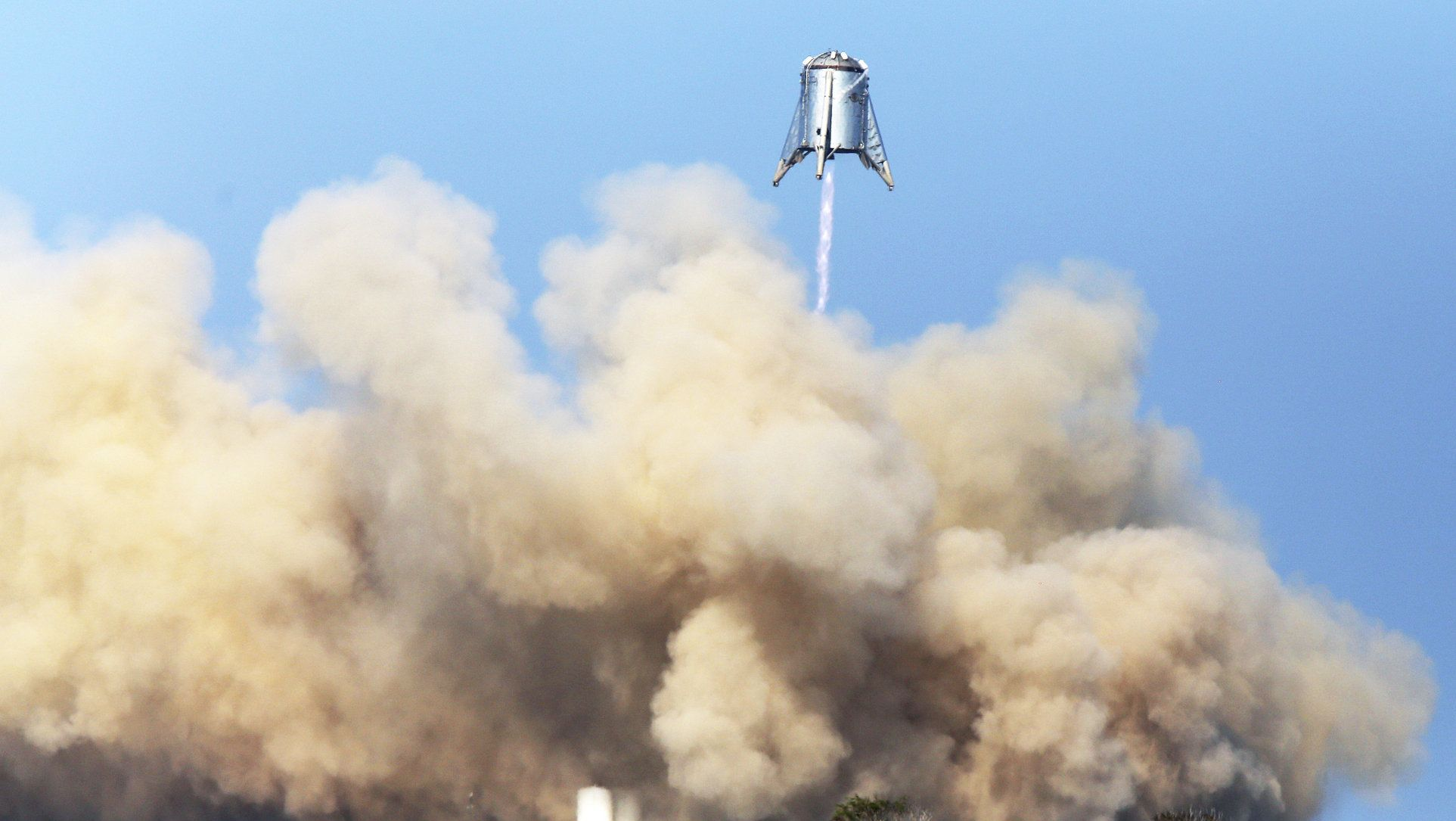 Das US-Raumfahrtunternehmen SpaceX von Tesla-Chef Musk hat erfolgreich einen Prototypen für seine Schwerlastrakete getestet.