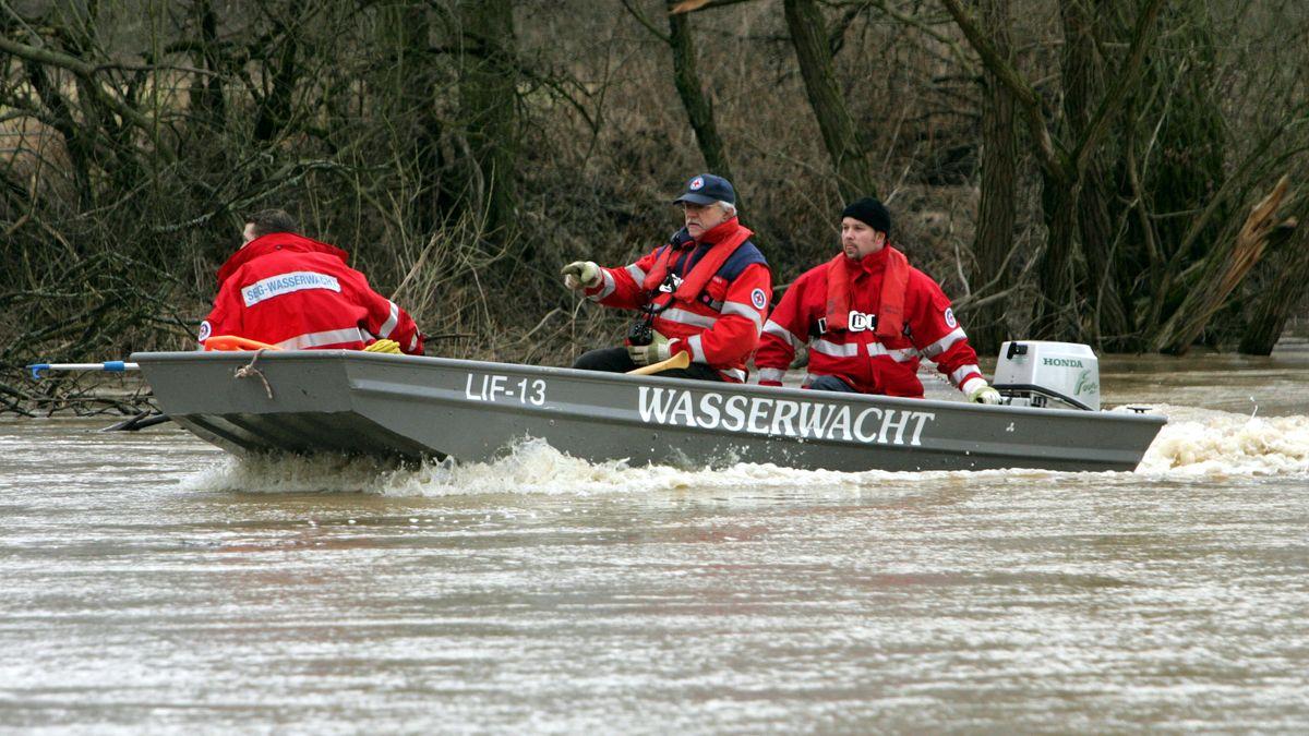 Wasserwacht im Einsatz auf dem Main