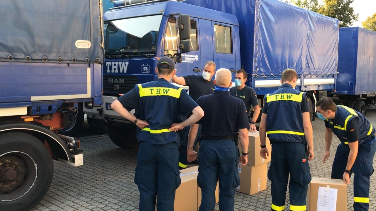Abfahrt in Rosenheim. Das THW bringt Hilfsgüter nach Moria.