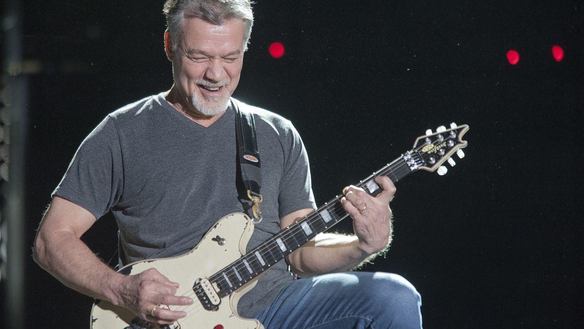 Gitarrist Eddie Van Halen auf der Bühne