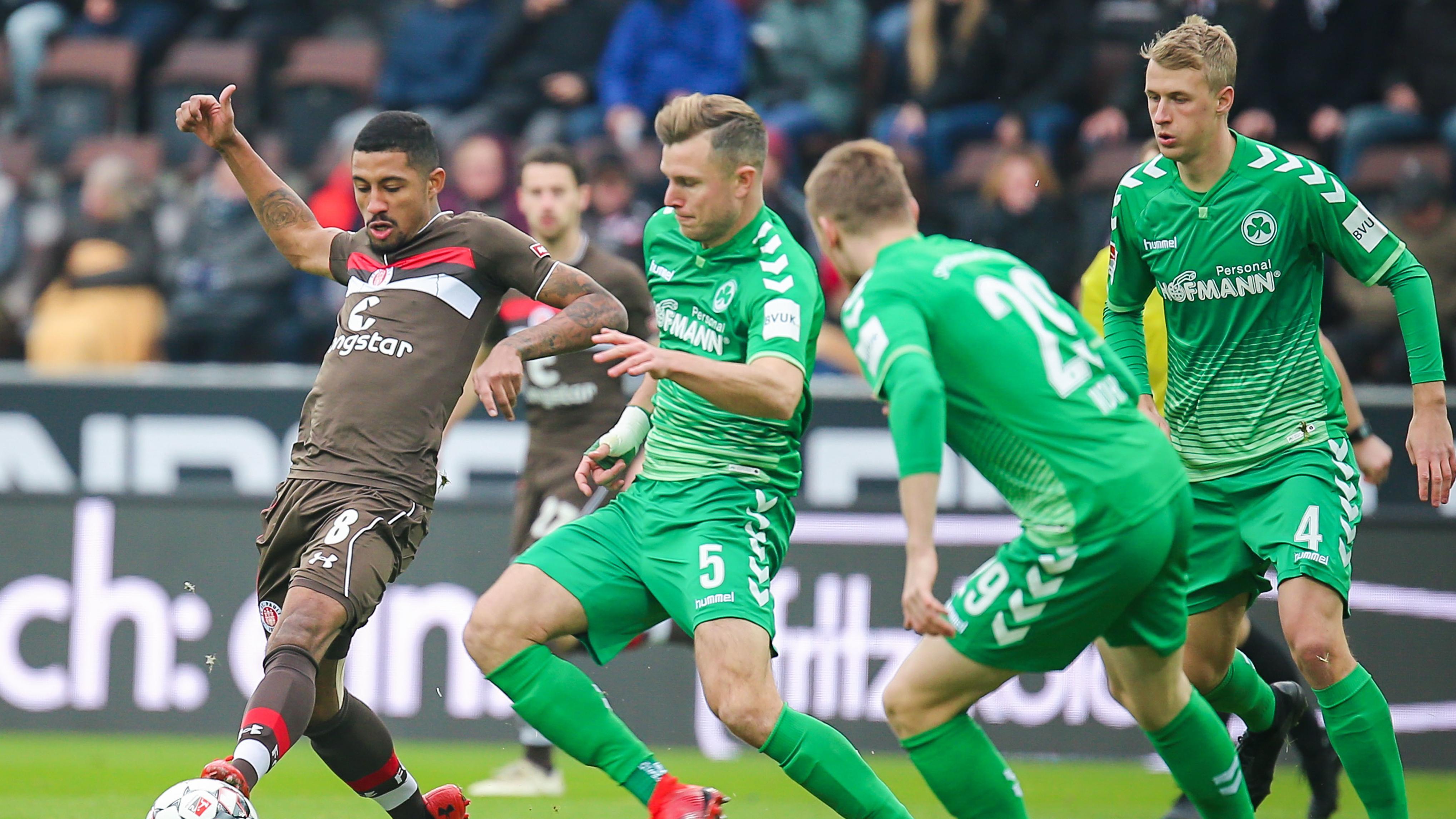 Spielszene FC St. Pauli - SpVgg Greuther Fürth