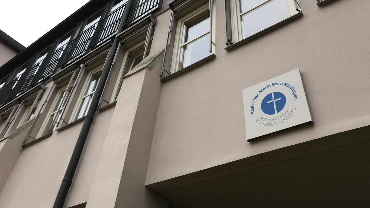 Außenansicht der Realschule Maria Stern in Nördlingen