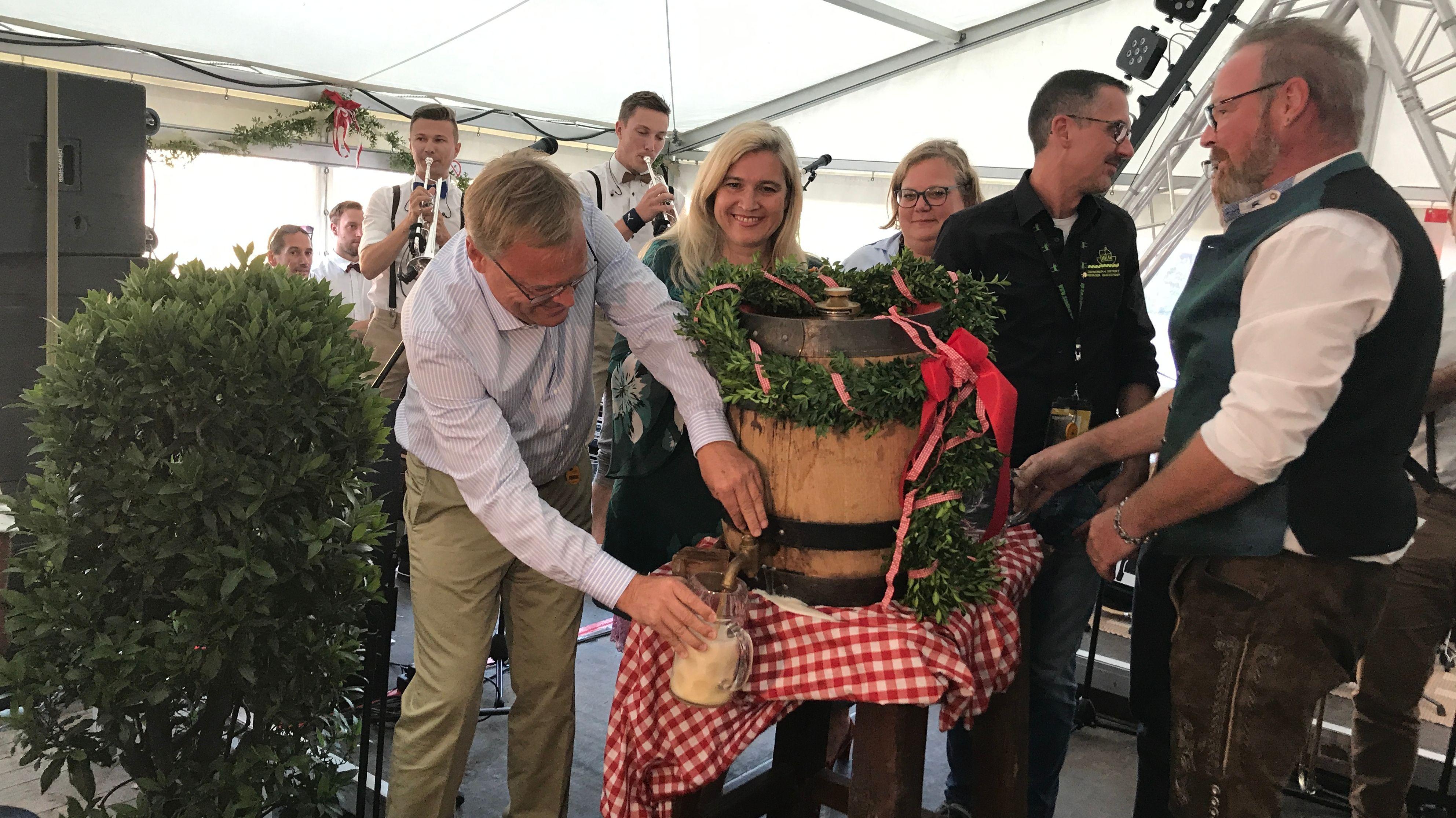Sandkerwa Bamberg: Oberbürgermeister Andreas Starke (SPD) sticht ein Fass an.