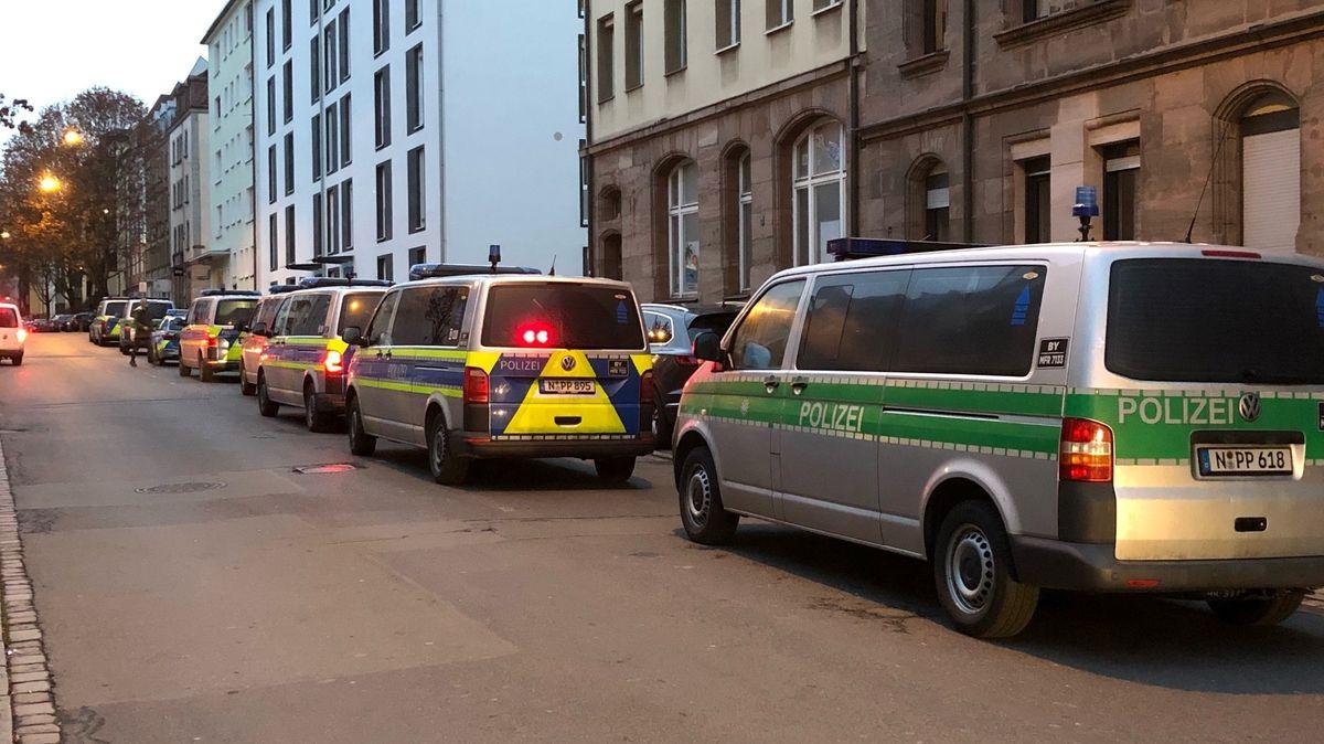 Polizeibusse in der Nürnberger Nordstadt