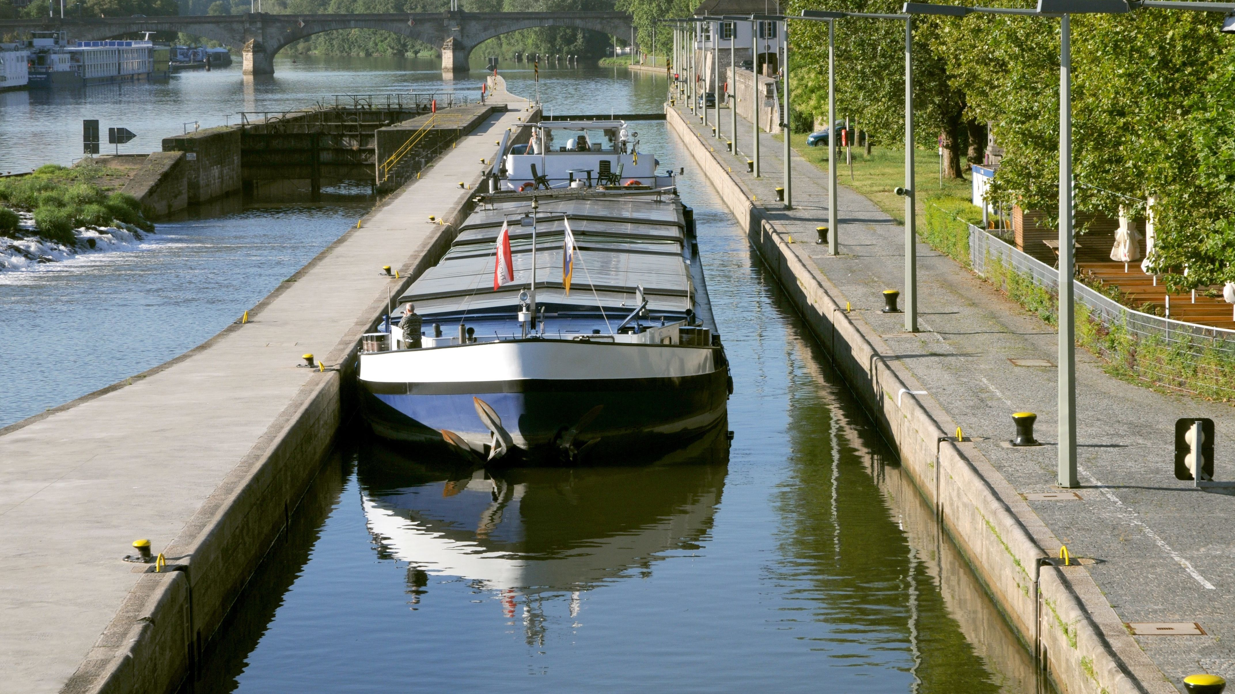 Schiff auf dem Main (Symbolbild)