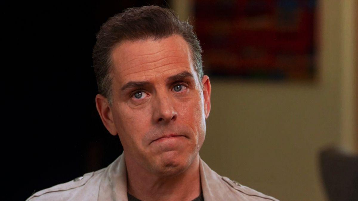 """Hunter Biden im April 2021 bei einem Interview mit Tracy Smith in der Sendung """"CBS Sunday Morning"""". Er malt Bilder."""