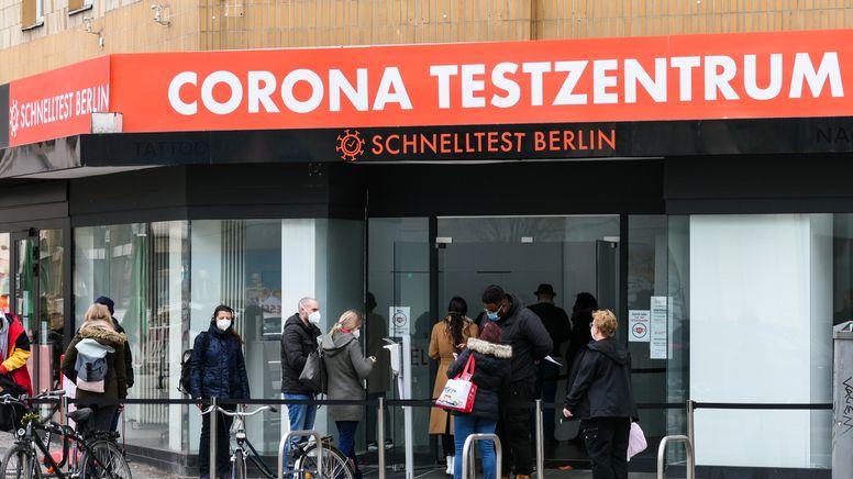 Corona-Schnelltestzentrum in Berlin | Bild:pa/dpa/Stefan Zeitz