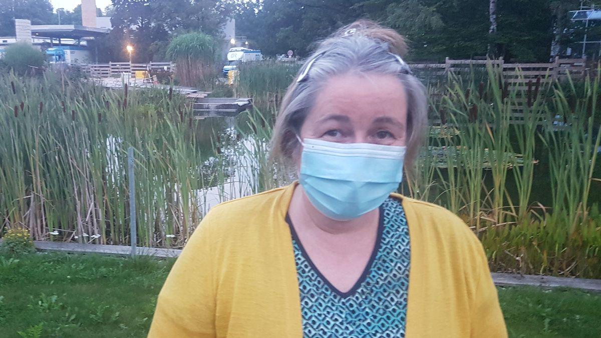 Die Münchnerin Claudia Semmler besucht den kranken Vater im Altenheim. Sie hat miterlebt wie einsam das Leben dort seit Corona geworden ist.