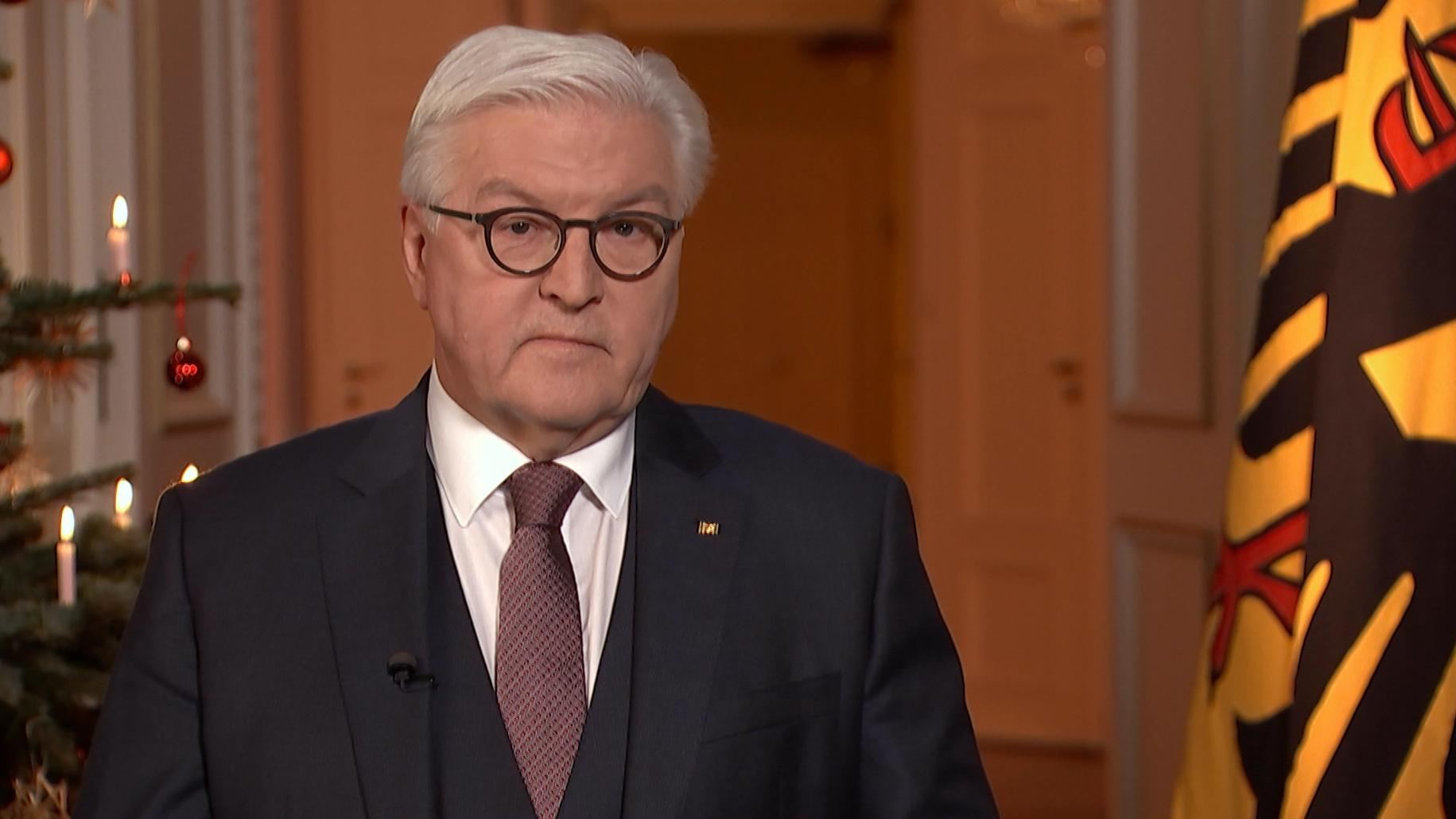 Bundespräsident Frank-Walter Steinmeier nach der Fernsehaufzeichnung für seine Weihnachtsansprache 2018