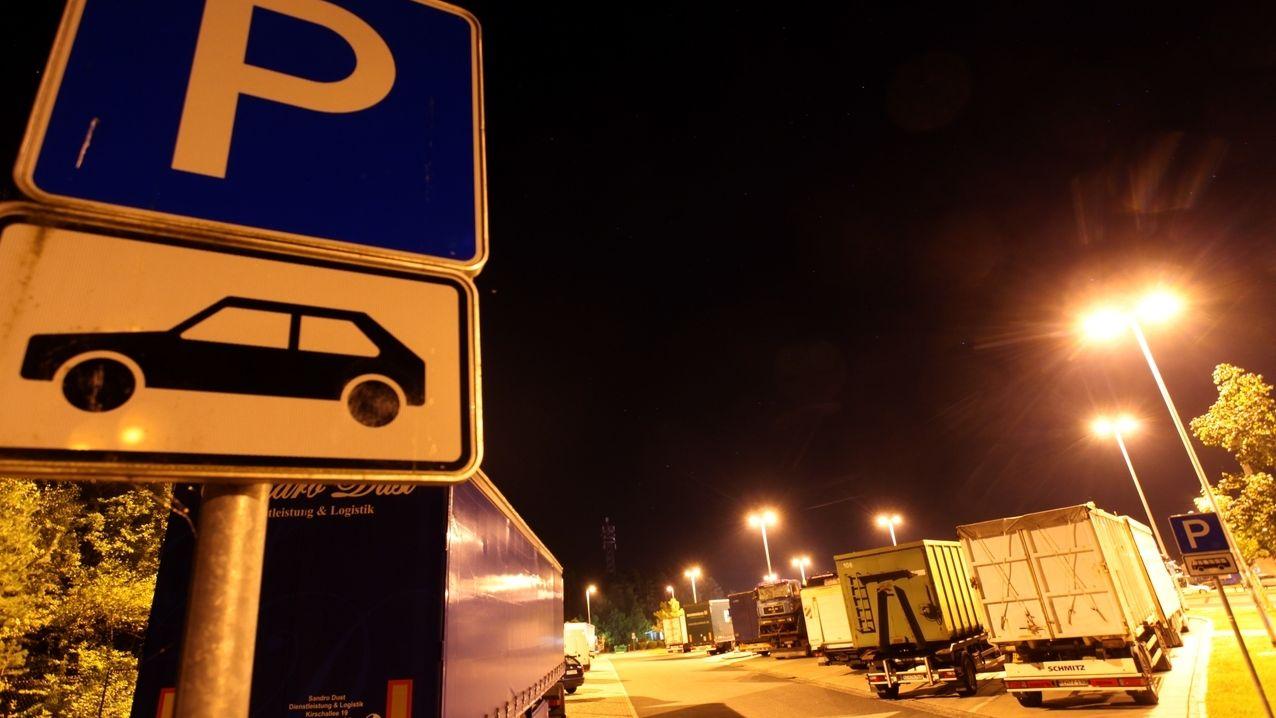 Symbolbild Lkw-Parkplätze Autobahn