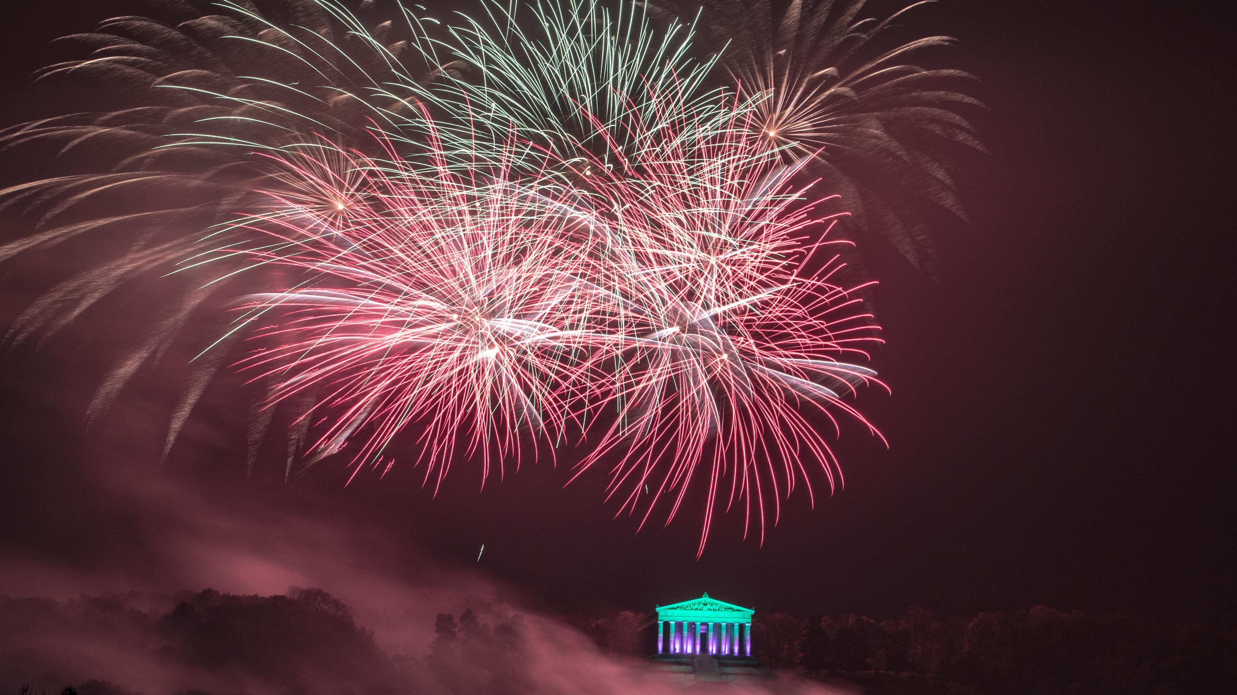 Feuerwerk über der Walhalla bei Donaustauf: Dieses Jahr gilt dort ein striktes Böllerverbot. Ab 18 Uhr ist die Zufahrt gesperrt.