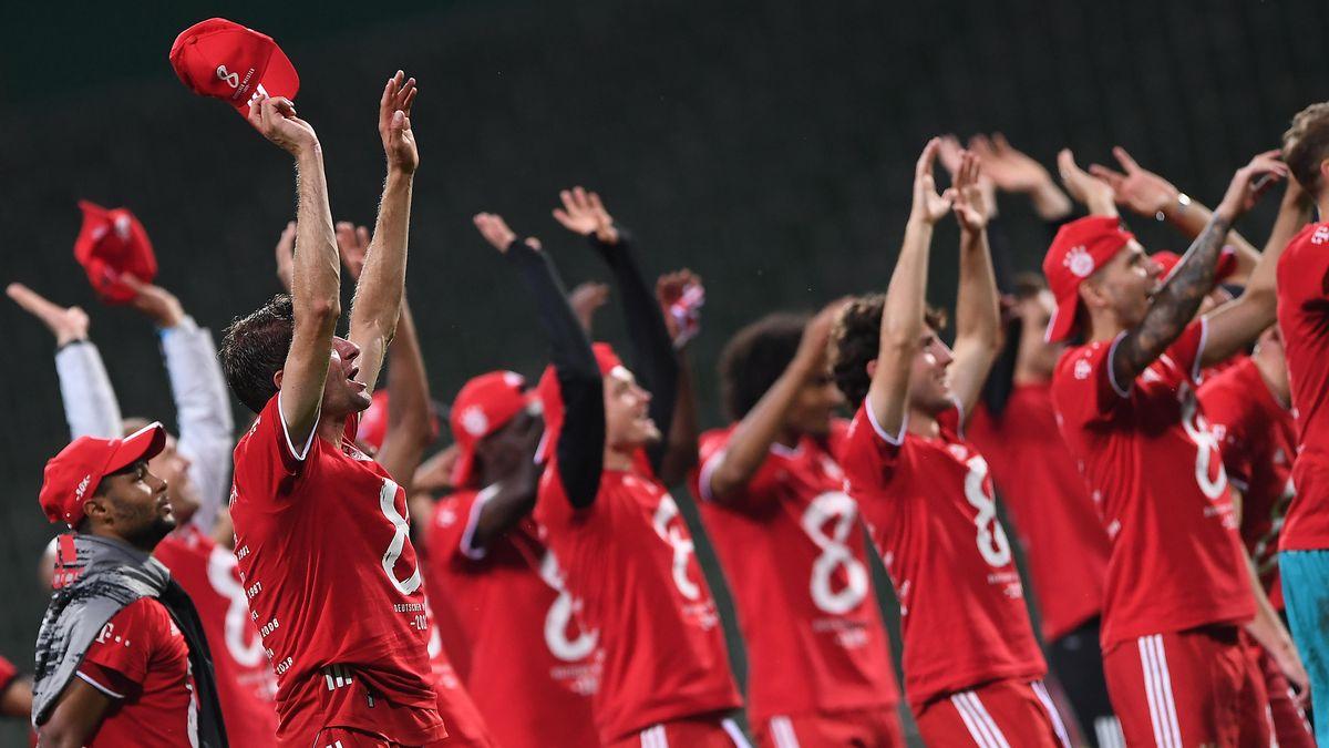 Jubelnde Bayern-Spieler nach dem Titelgewinn in Bremen.
