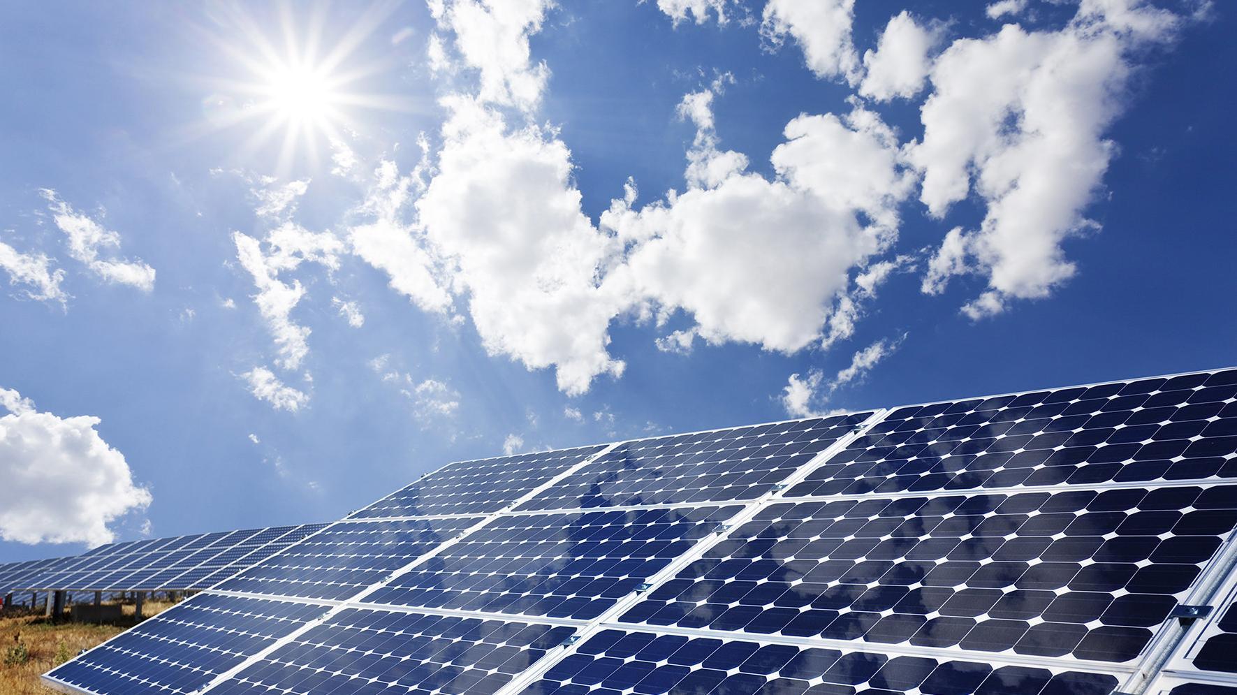 Solaranlagen auf Feld