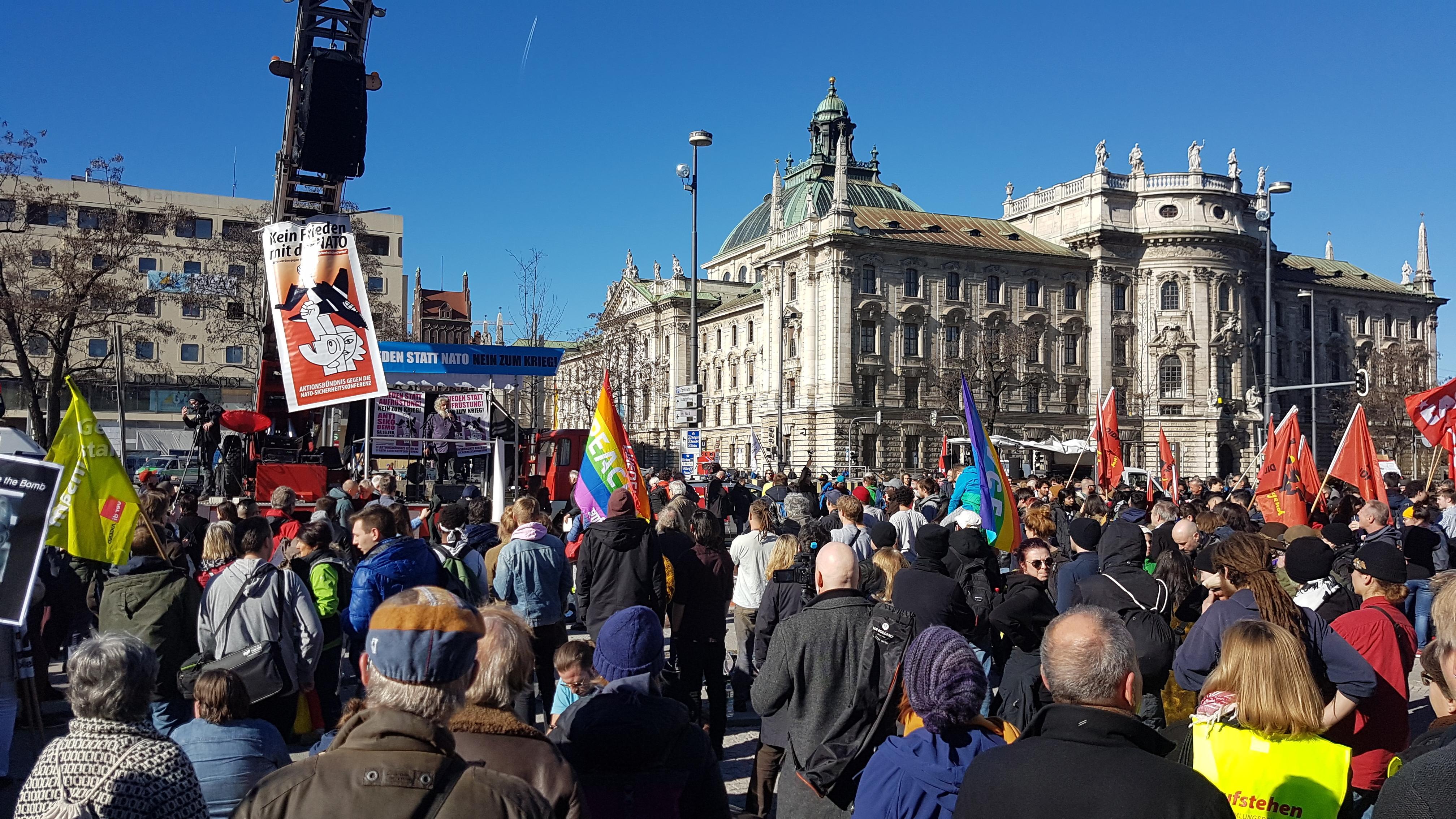 Kundgebung auf dem Karlsplatz