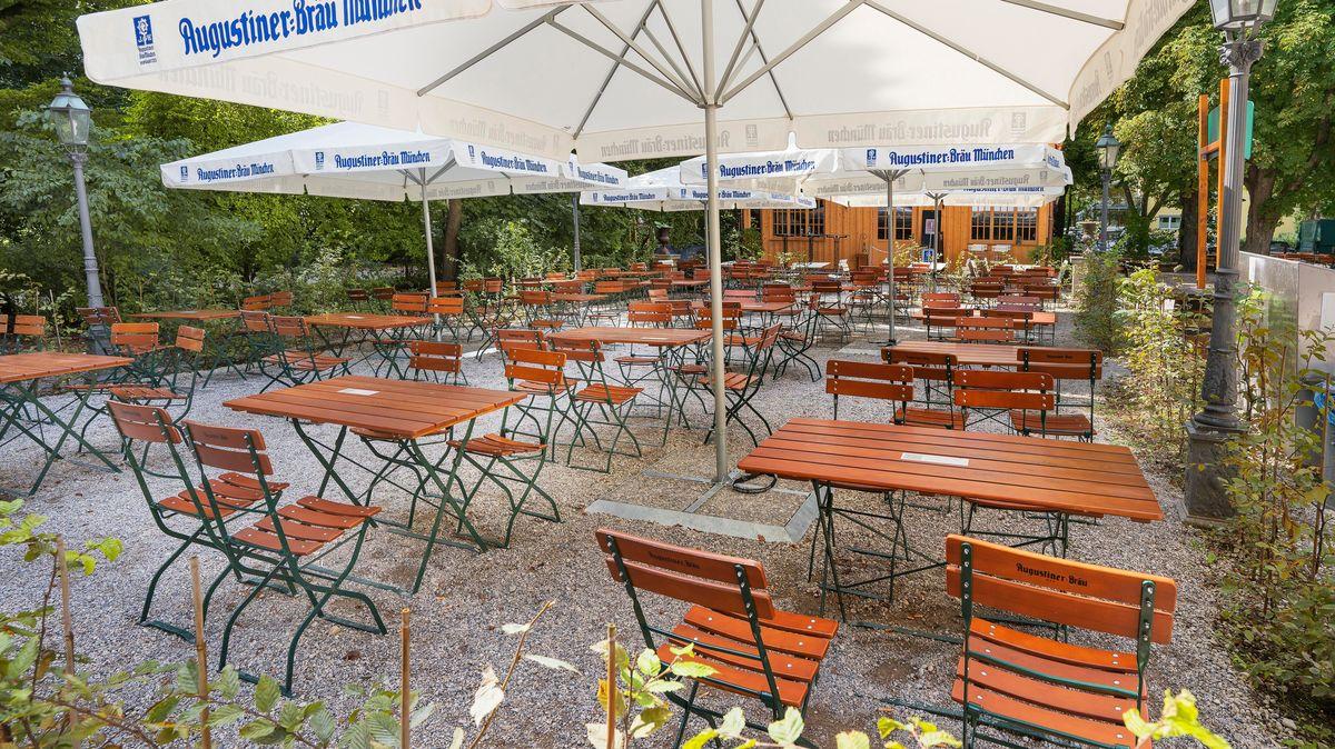 Leerer Biergarten wegen Corona am Bamberger Haus im Münchner Stadtteil Schwabing (Aufnahme vom September 2020).