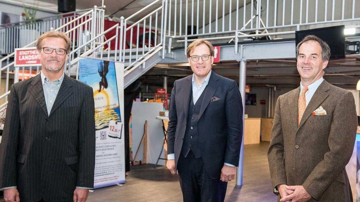 Stefan Tilch, der neue Verbandsvorsitzende Bezirkstagsvizepräsident Dr. Thomas Pröckl und Generalmusikdirektor Basil H. E. Coleman