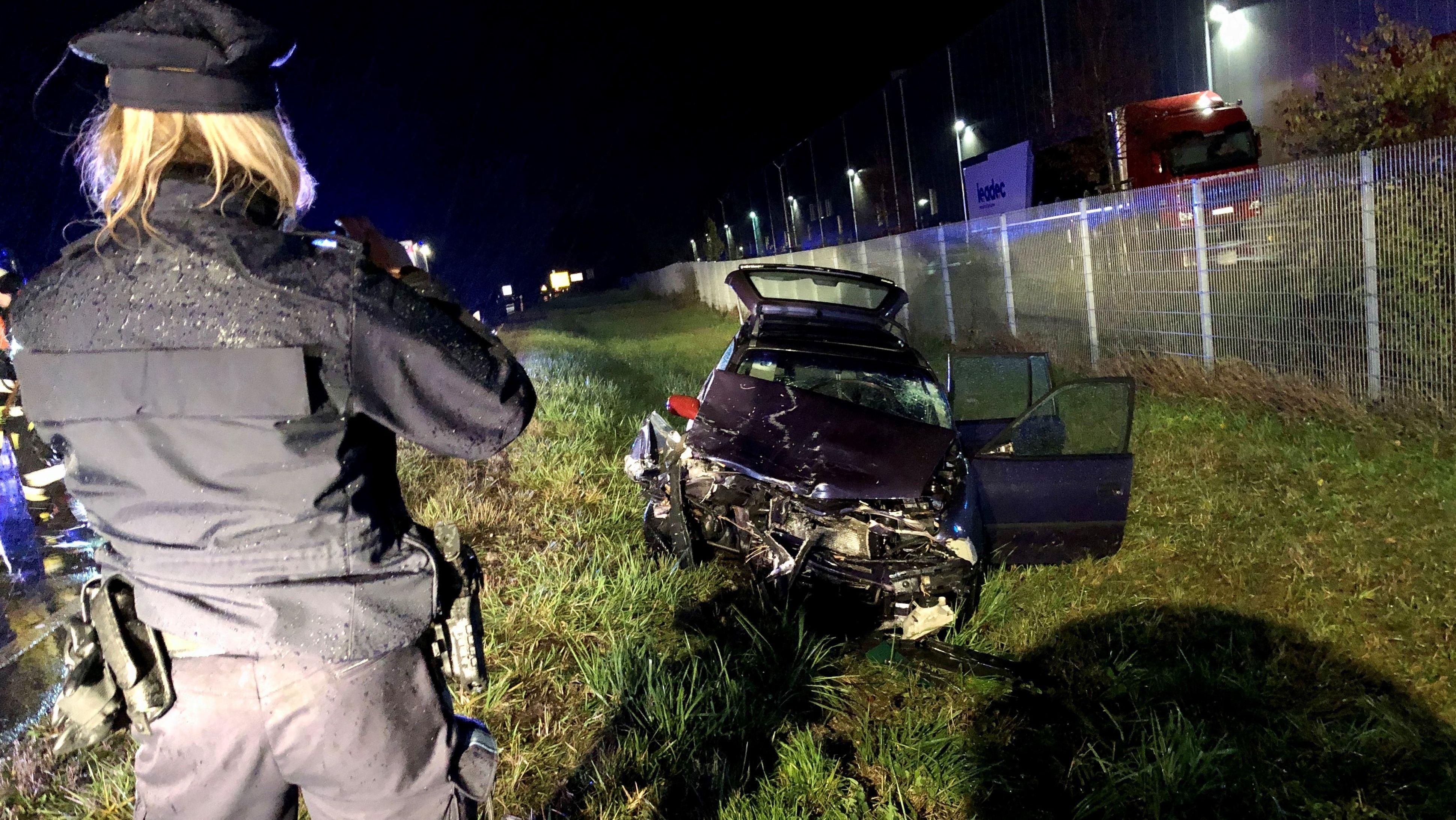 Das völlig zerstörte Fahrzeug des Unfallverursachers