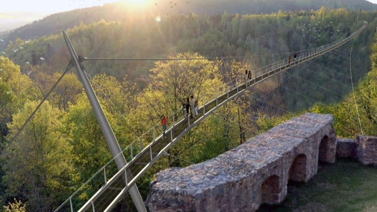 Eine Animation zeigt, wie die Hängebrücke über das Höllental verlaufen soll.