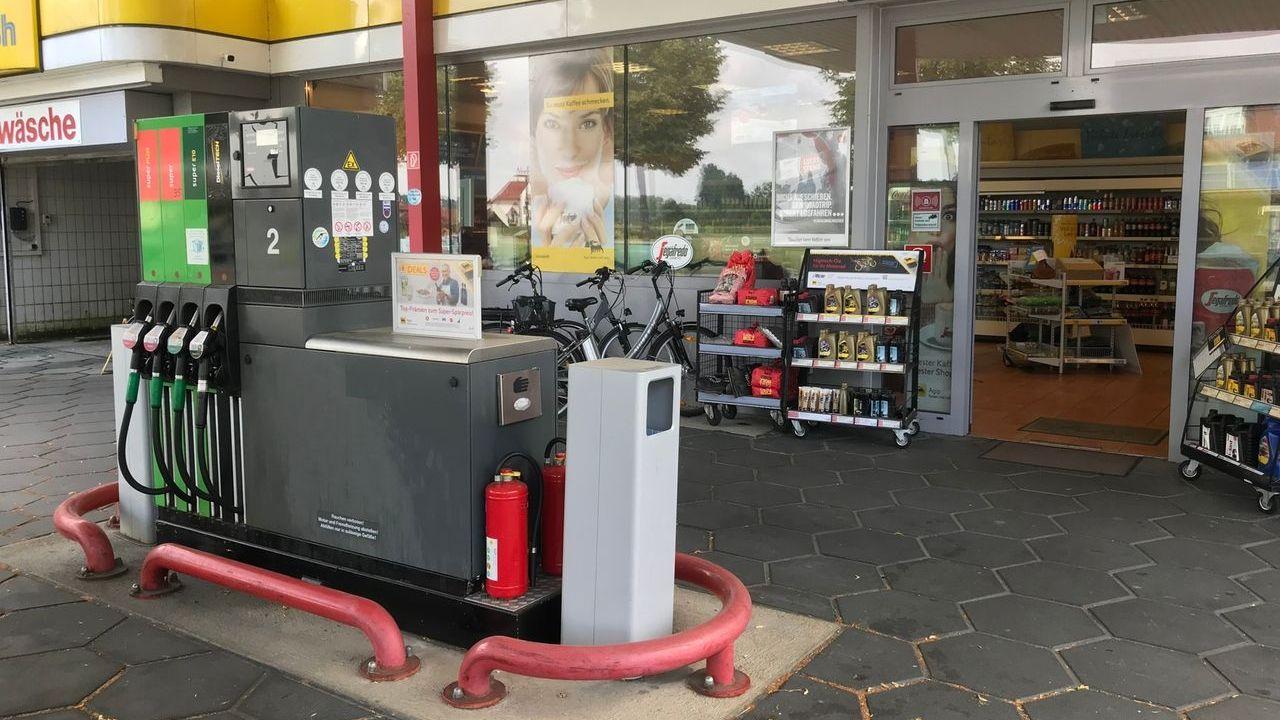Die Tankstelle in Bad Füssing wurde bereits zwei Mal überfallen, zudem gab es eine Bombendrohung, Ein Verdächtiger wurde ermittelt.
