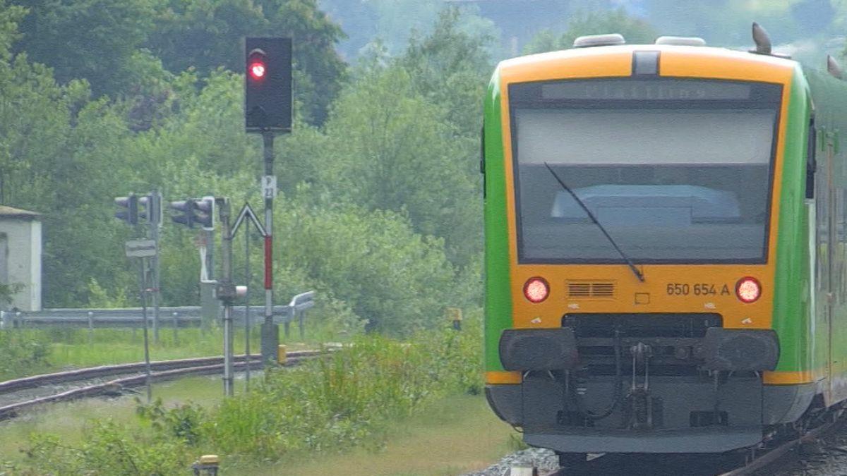 Regens Landrätin Rita Röhrl (SPD) ist erbost über die Entscheidung des Bayerischen Verkehrsministeriums.