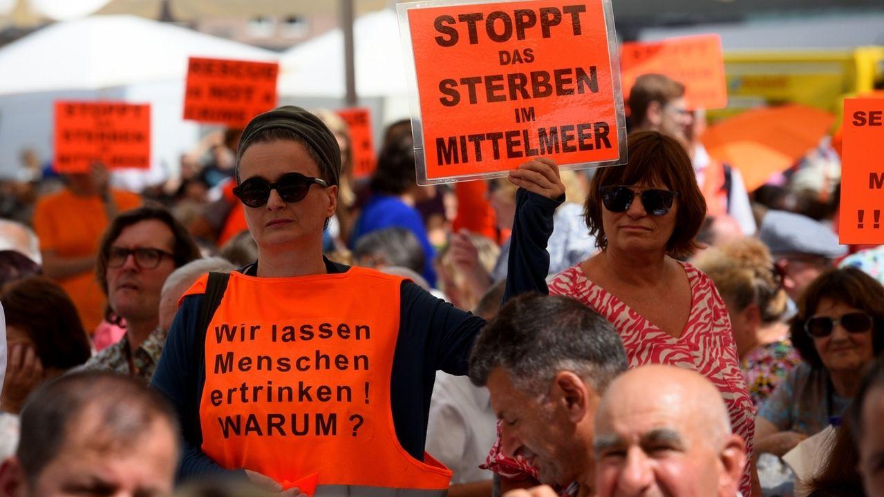 Proteste beim Augsburger Friedensfest