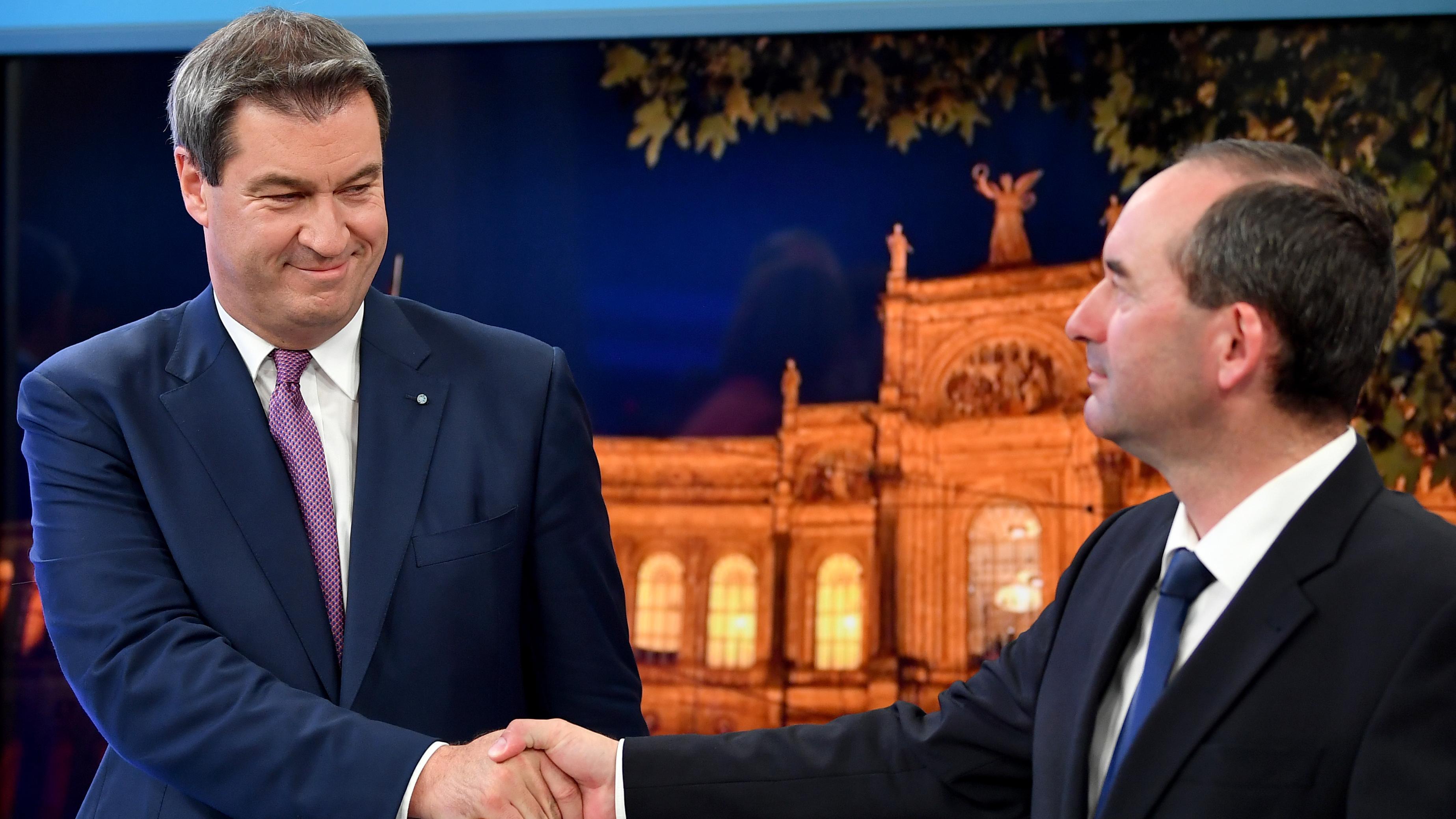 Markus Söder (CSU) und Hubert Aiwanger (FW) am Wahlabend