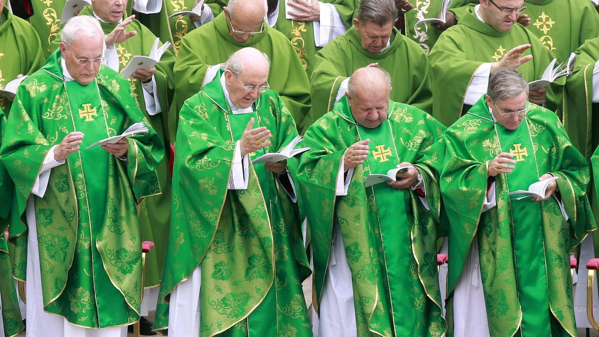Kardinäle bei einer Messe auf dem Petersplatz 2012.