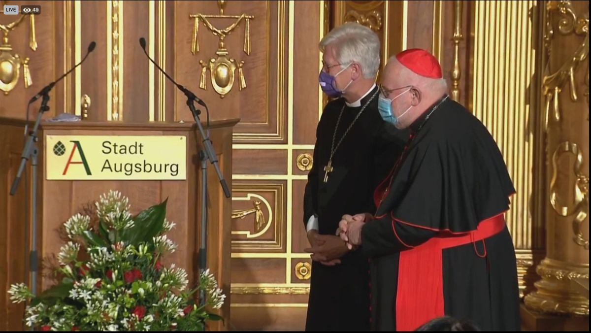 Kardinal Marx und der evangelische Landesbischof Bedford-Strohm haben heute den Augsburger Friedenspreis erhalten. In seiner Laudatio würdigte Ex-Bundespräsident Gauck ihren Einsatz für das Miteinander der Religionen.