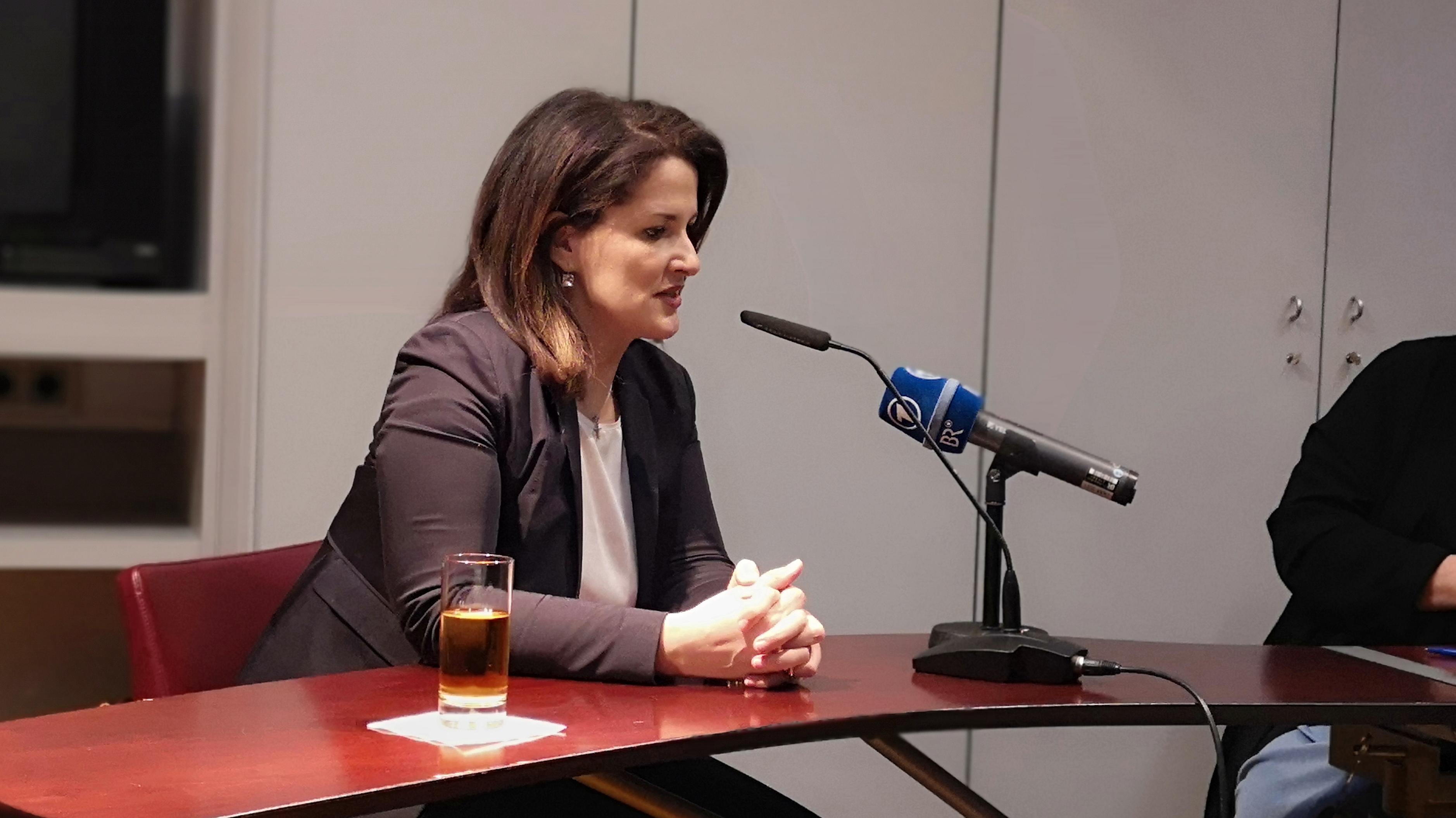 Landwirtschaftsministerin Michaela Kaniber im Regensburger Presseclub.
